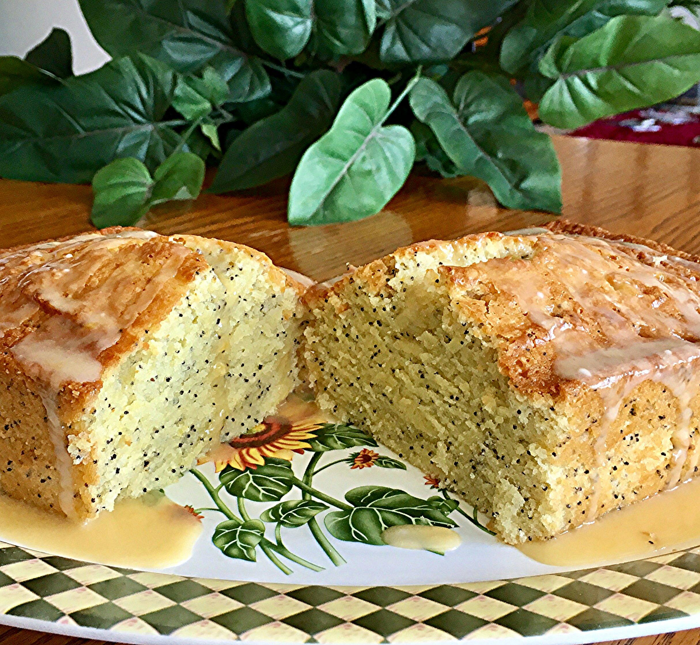 Poppy Seed Bread with Glaze Yoly