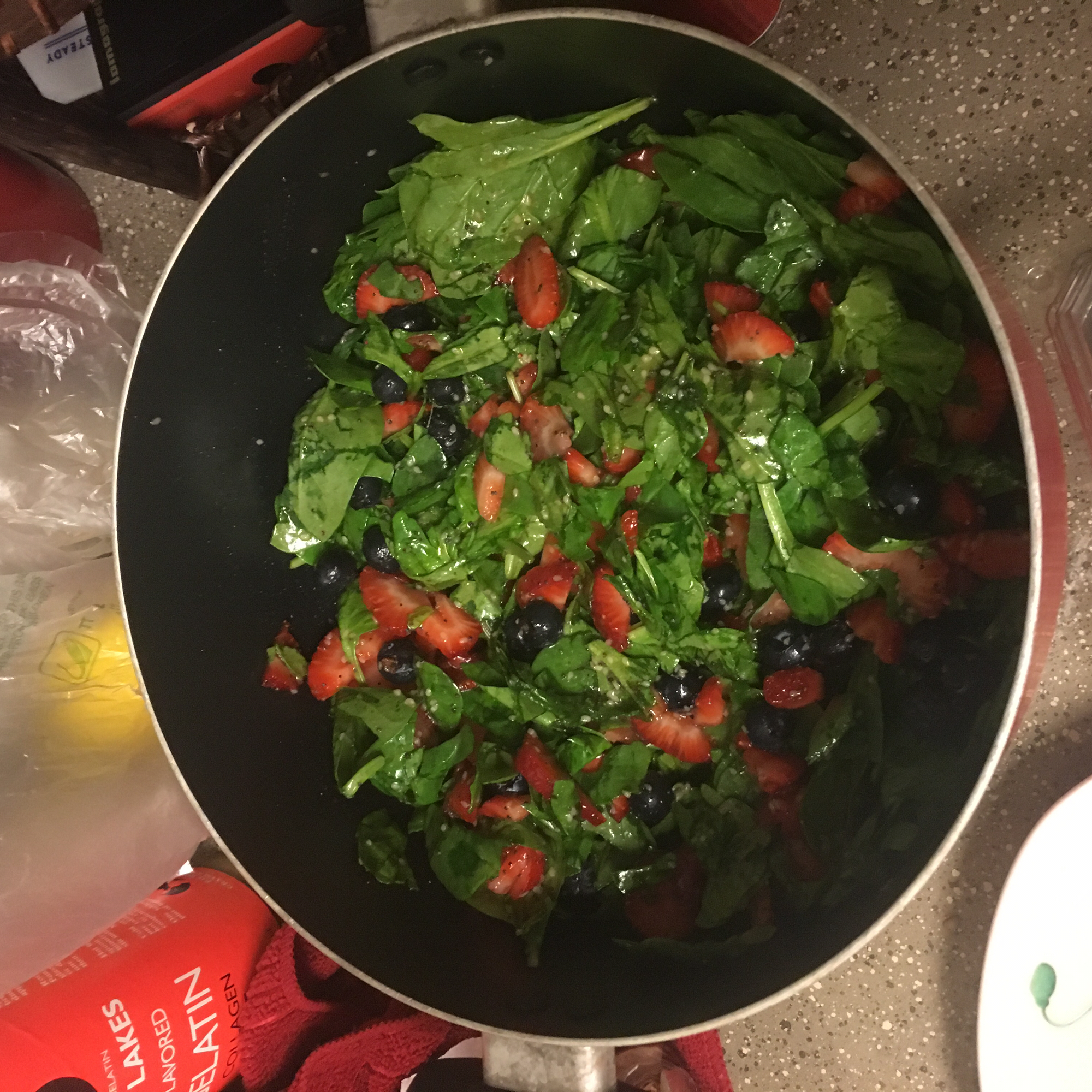 Spinach and Strawberry Salad ctoth767838
