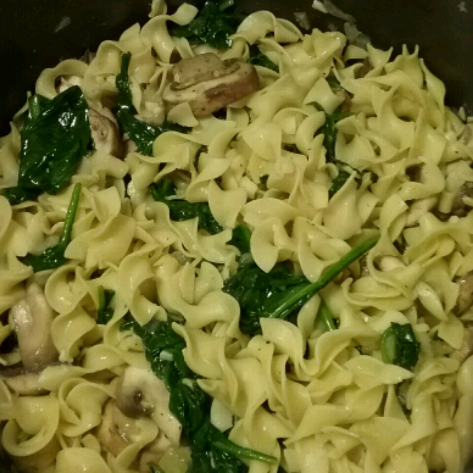 Egg Noodles with Spinach Mrjumpman2332