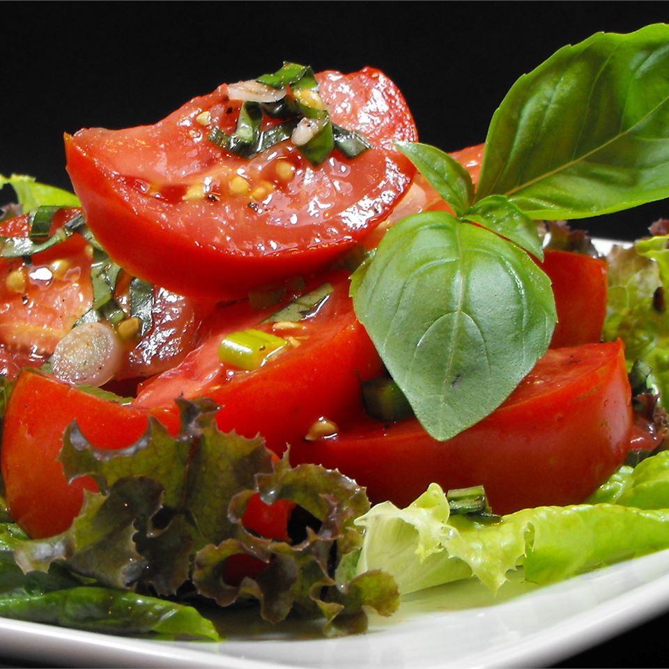 Summer Tomato Salad bellepepper