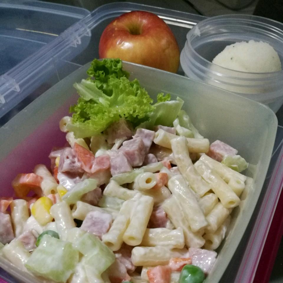 Ham and Shell Salad Pui Yee