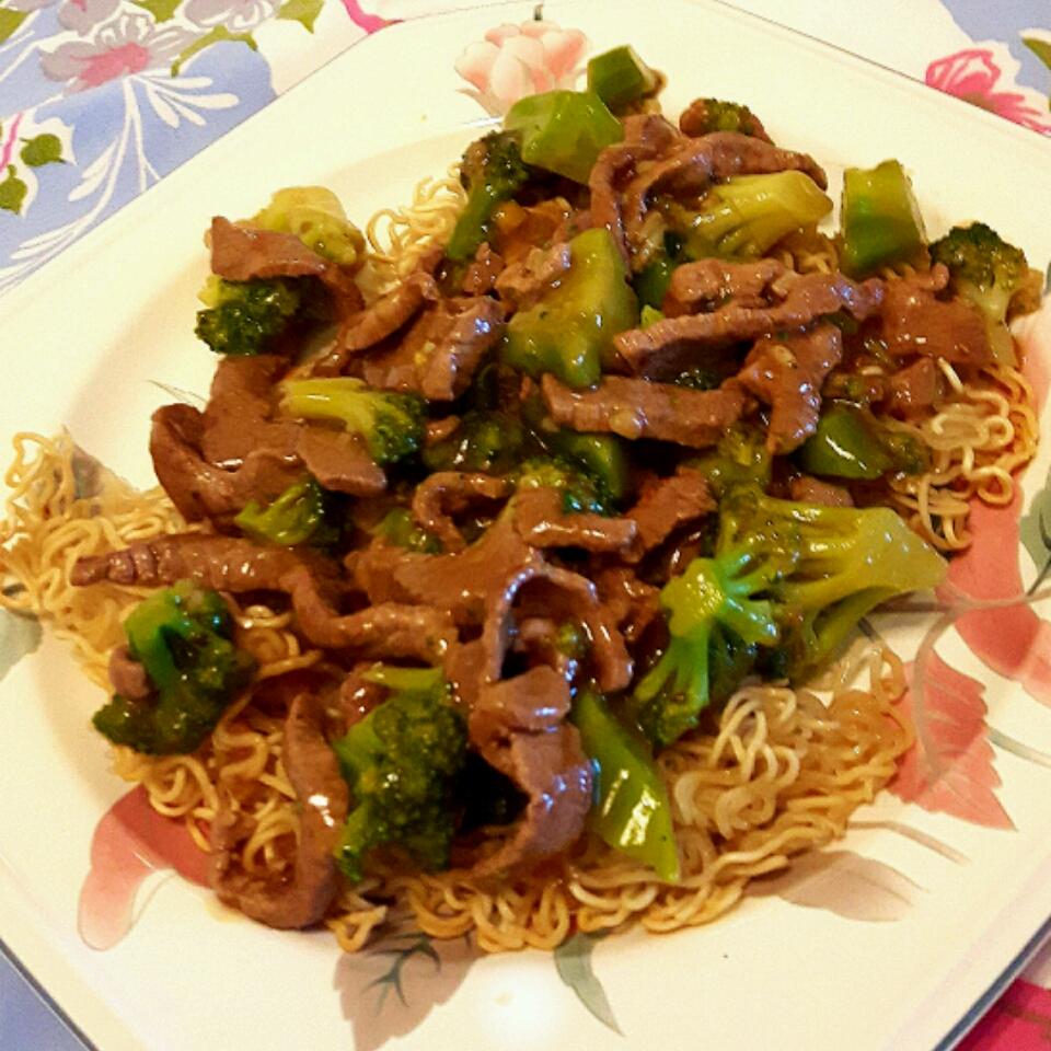 Stir-Fried Beef and Broccoli with Crisp Ramen Noodle Cake Lois