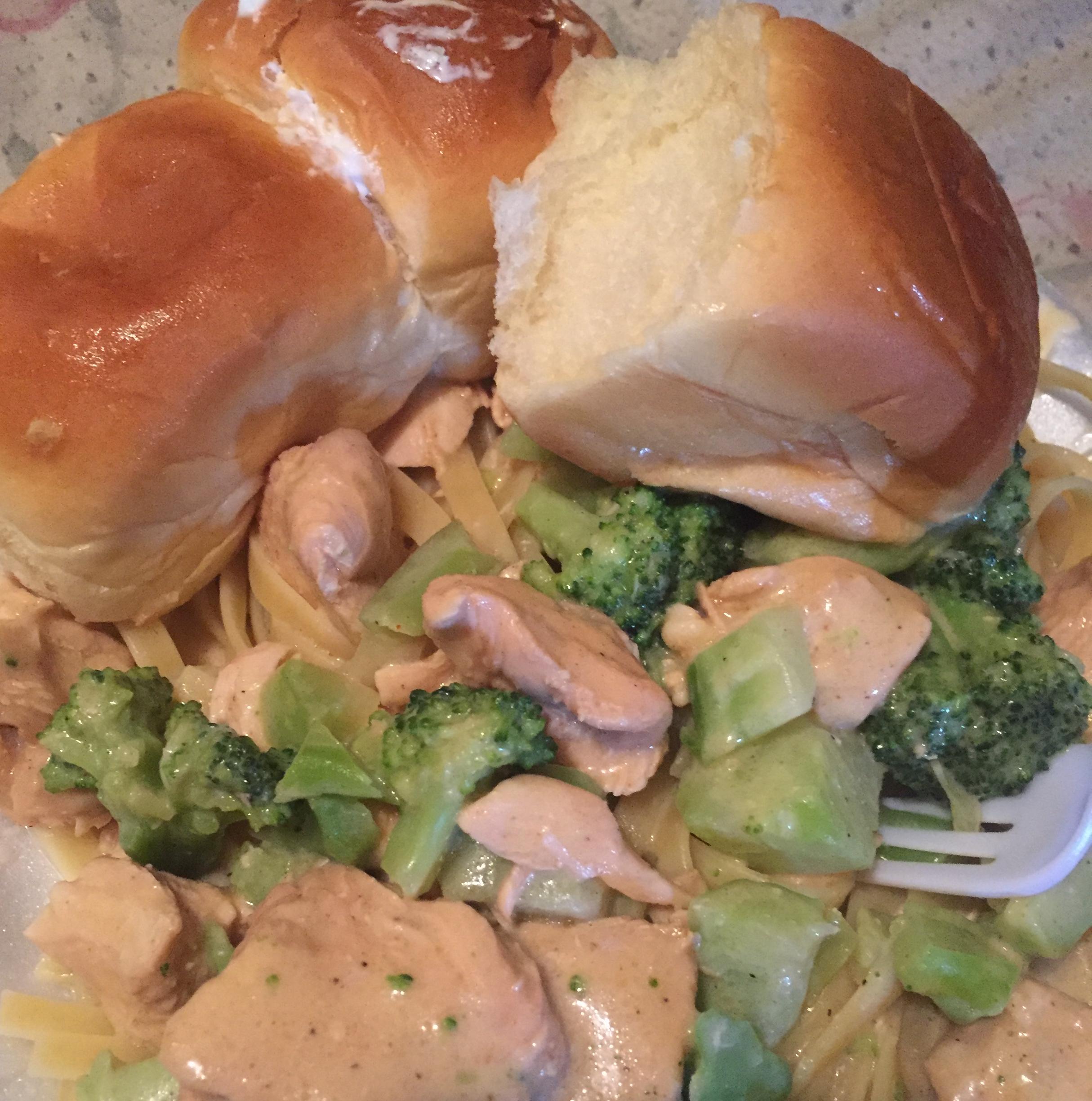 Chicken & Broccoli Alfredo with Fettuccine Laporche Utsey