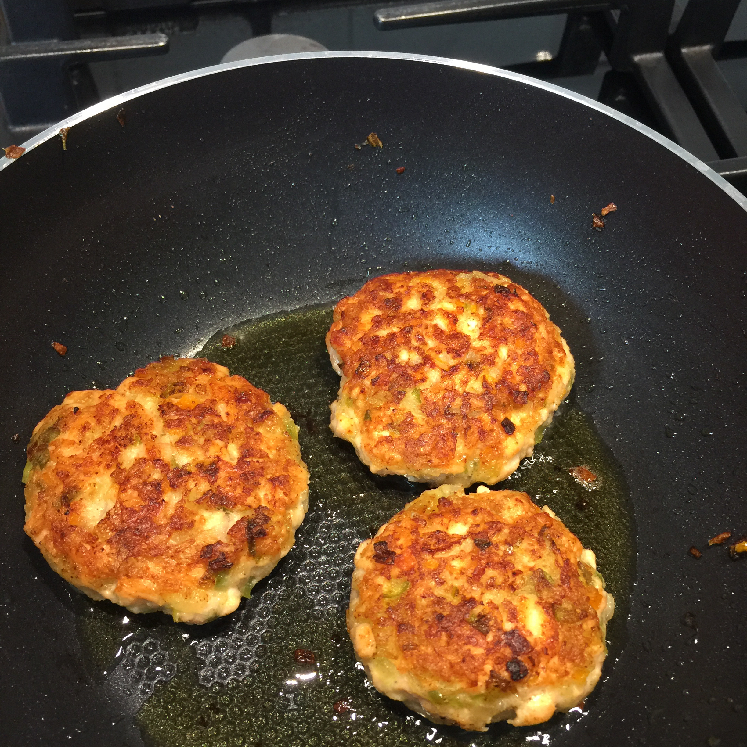 Chef John's Fresh Salmon Cakes
