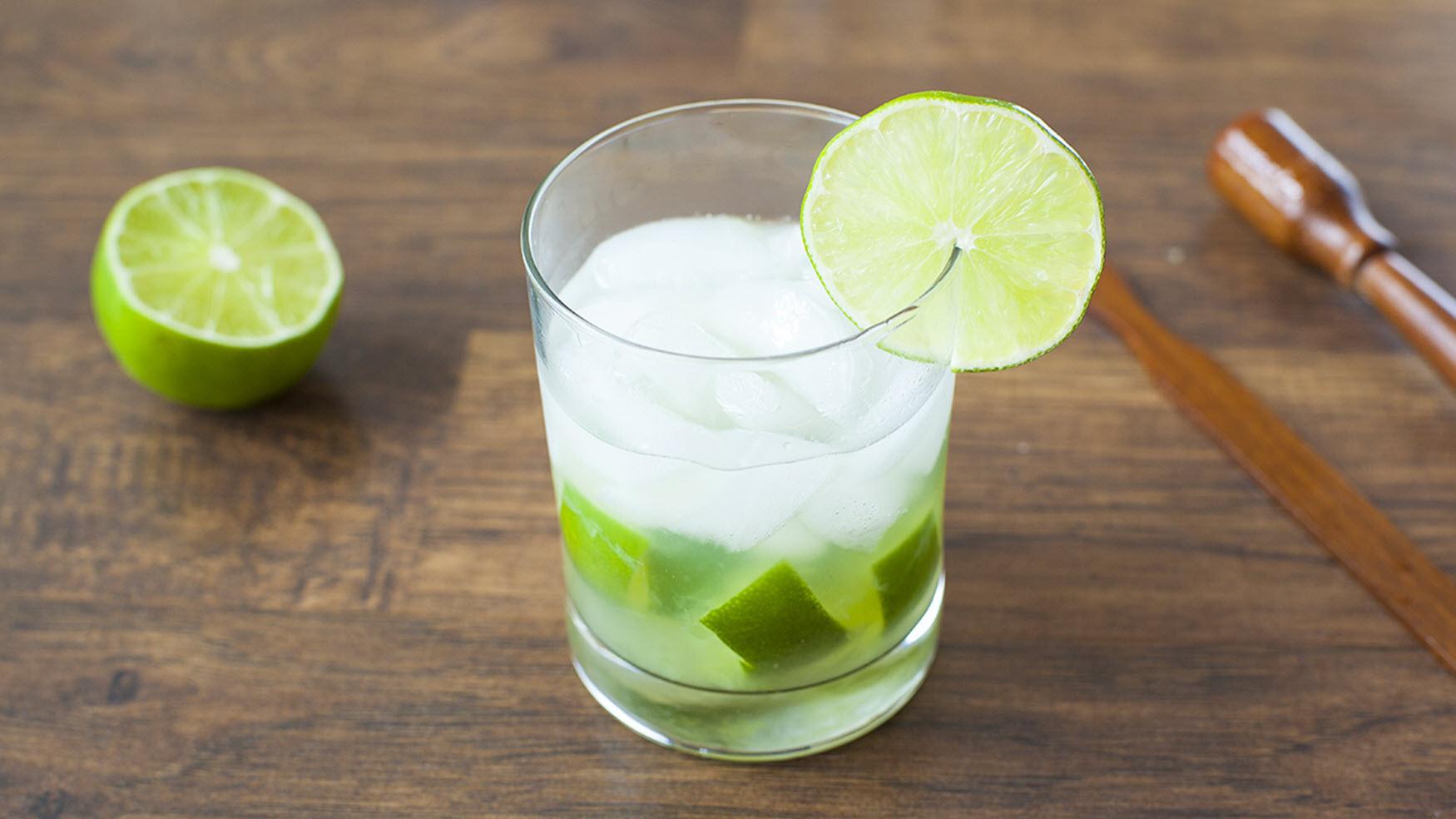 Caipirinha de Limo Tradicional (Classic Brazilian Cocktail)