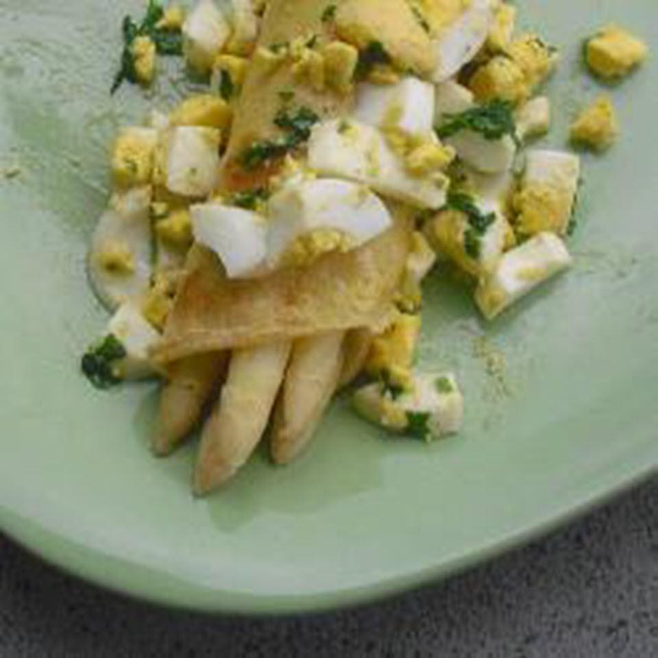 Gefüllte Pfannkuchen mit Spargel (White Asparagus-Stuffed Pancakes)