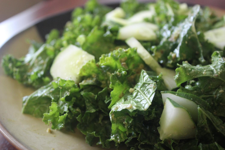 Simple Kale Salad mommyluvs2cook
