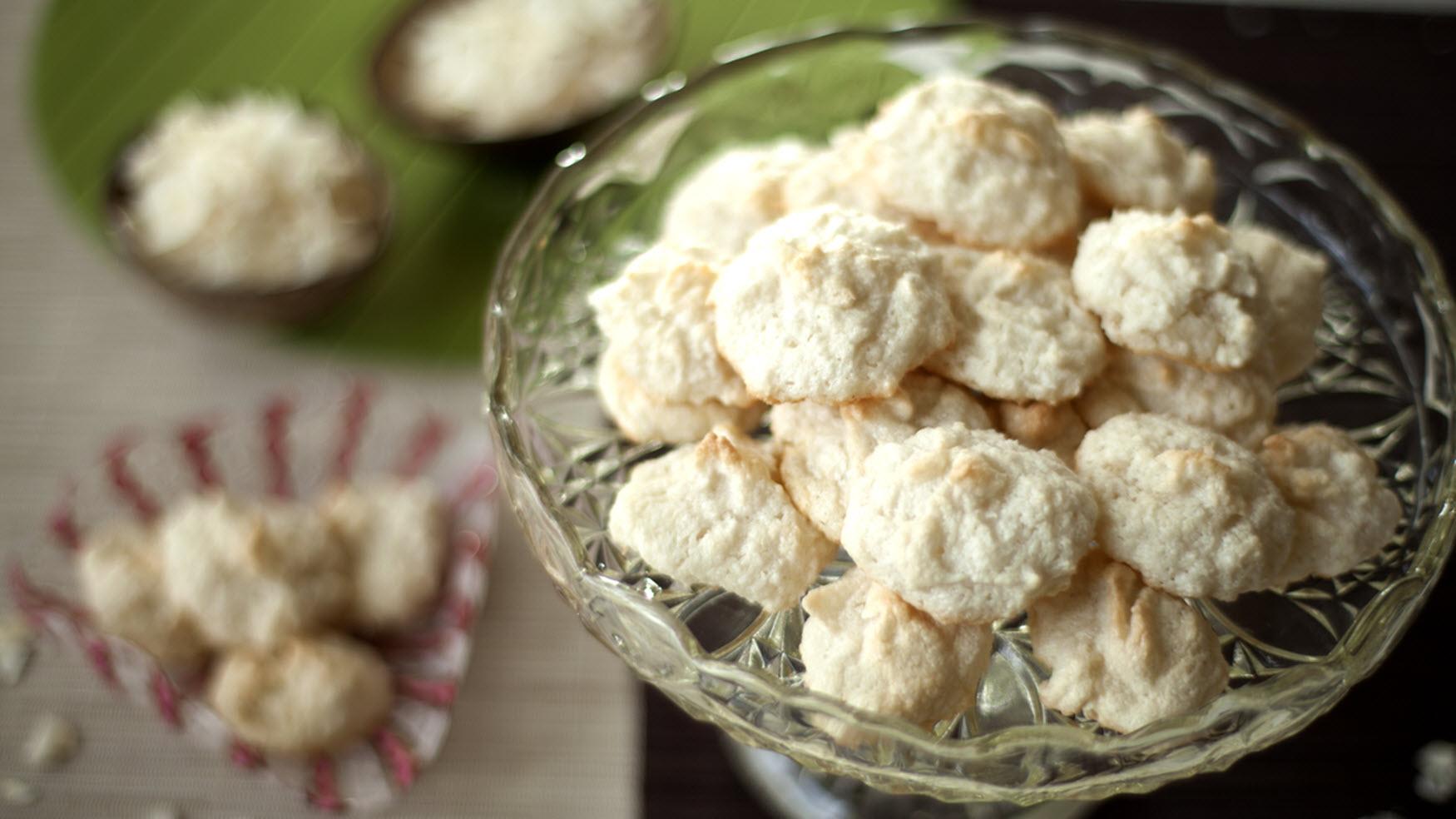 Easy Three-Ingredient Gluten-Free German Christmas Coconut Cookies vewohl