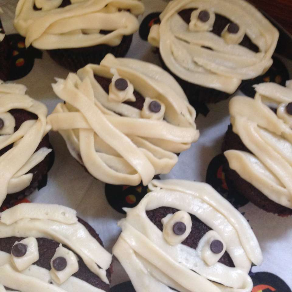 Easy Halloween Mummy Cupcakes barbara