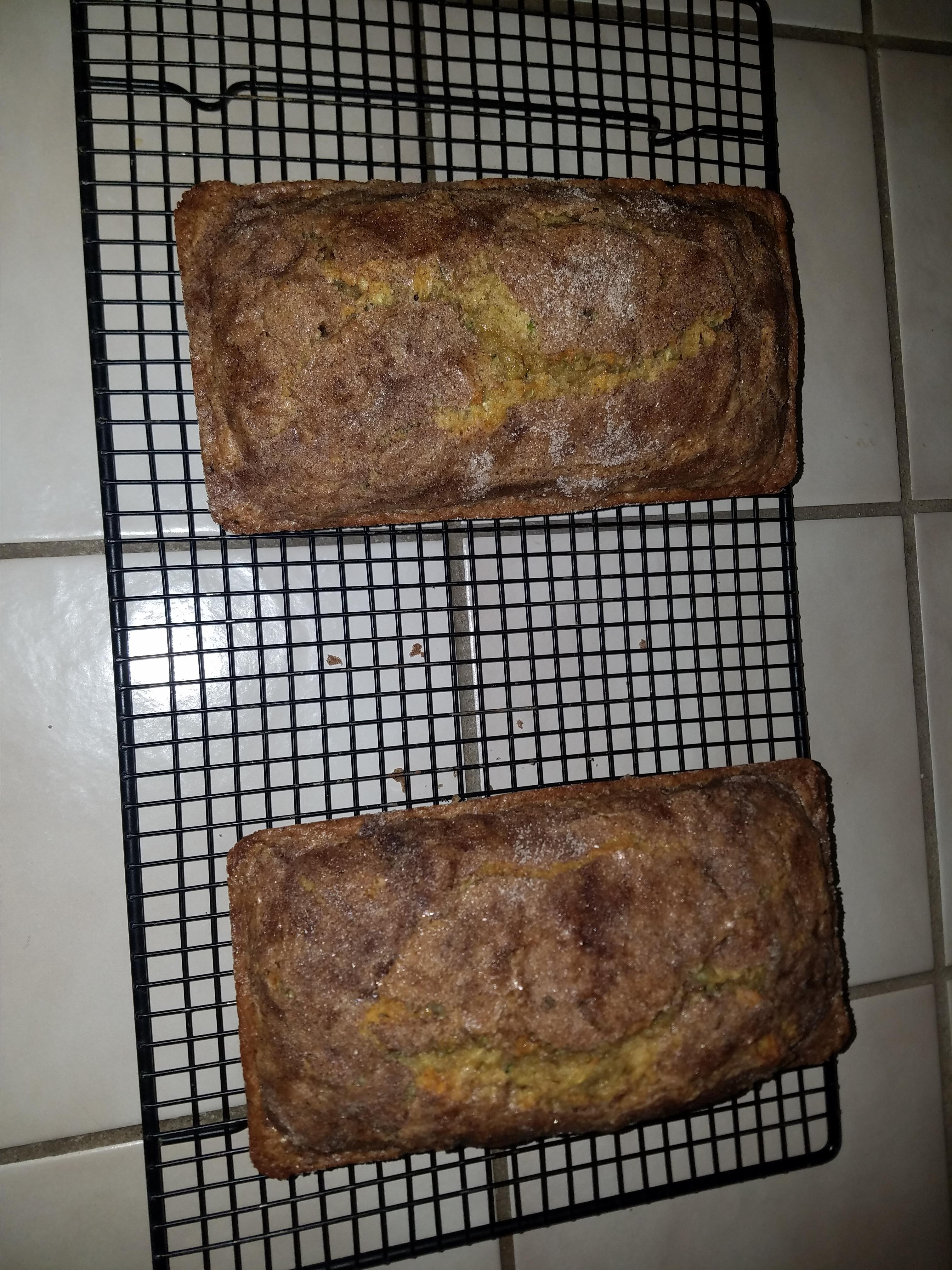 Zucchini Bread with Cinnamon Sugar Topping Trin