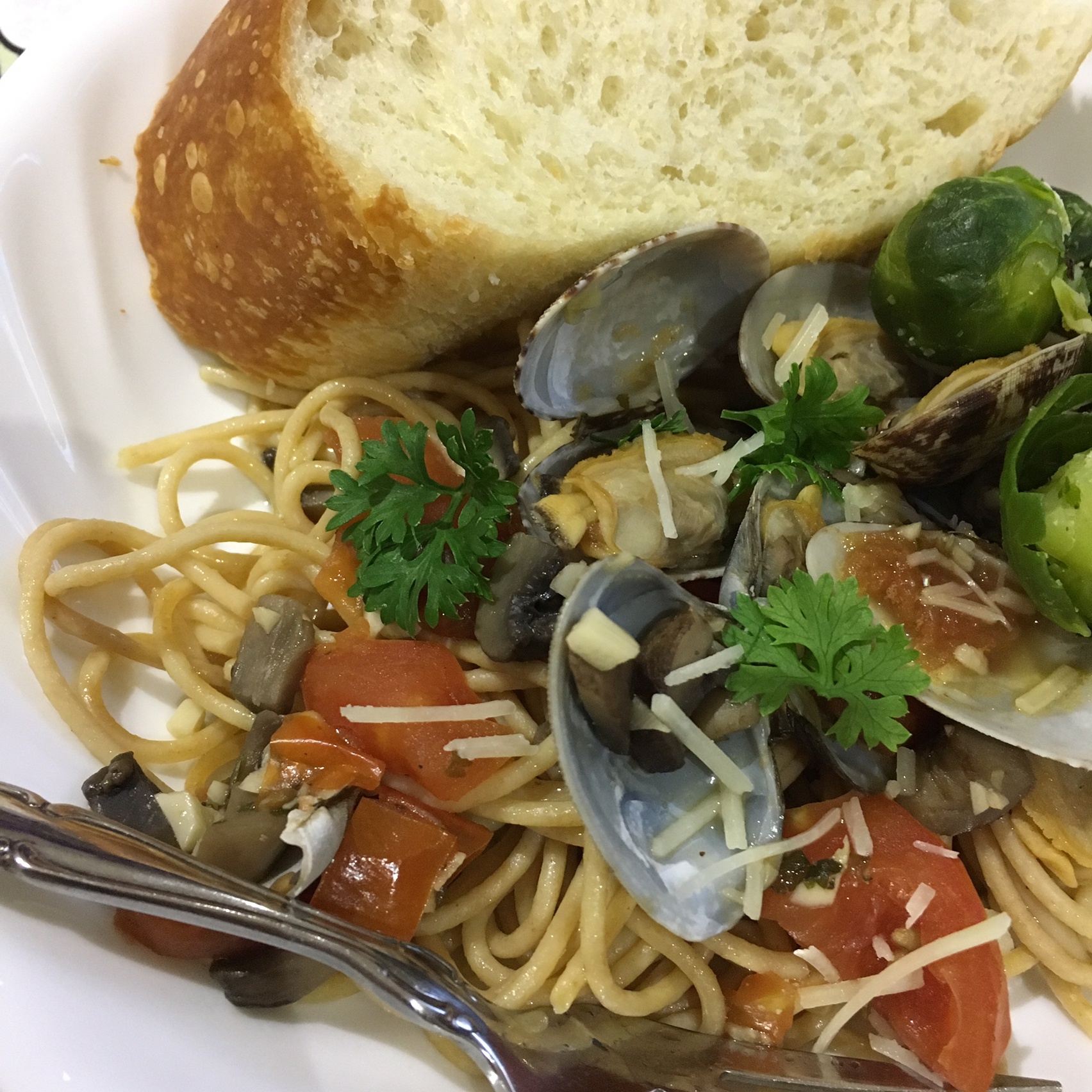 Linguine with Clams and Porcini Mushrooms Lalatome1