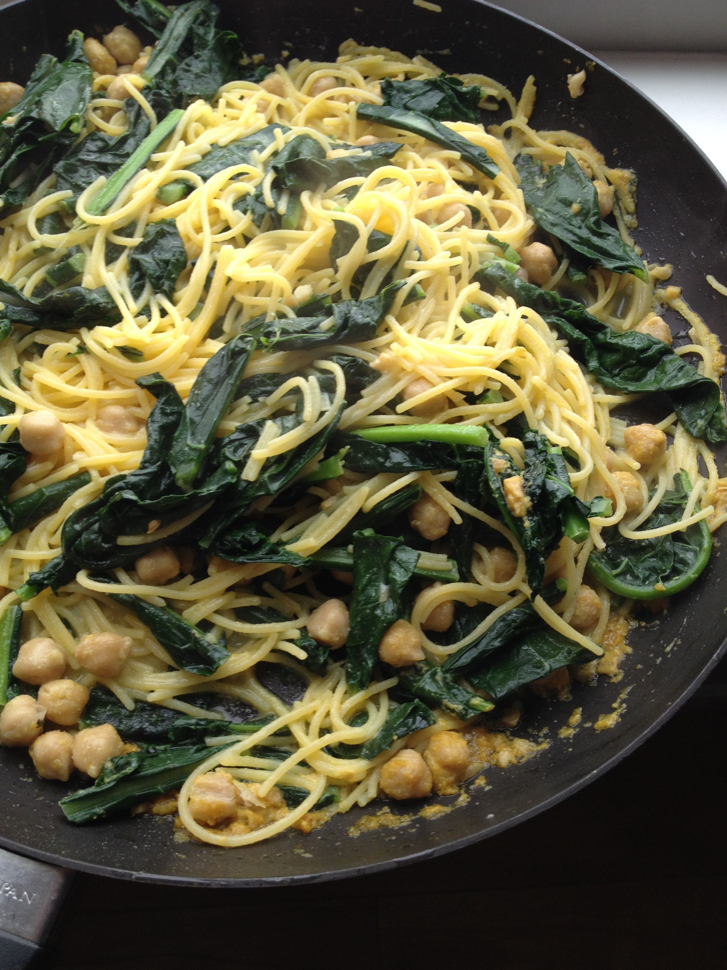 Easy Vegan Pasta with Kale and Chickpeas