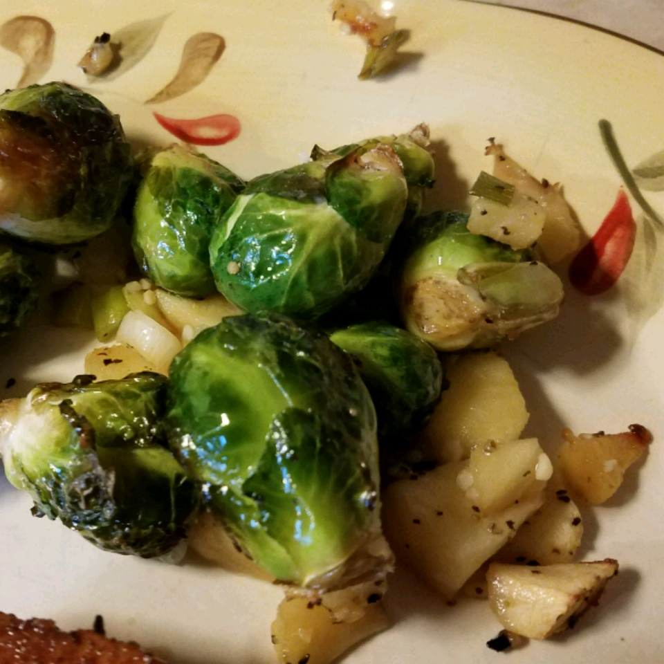 Roasted Apples and Brussels Sprouts Frankie Vermeersch
