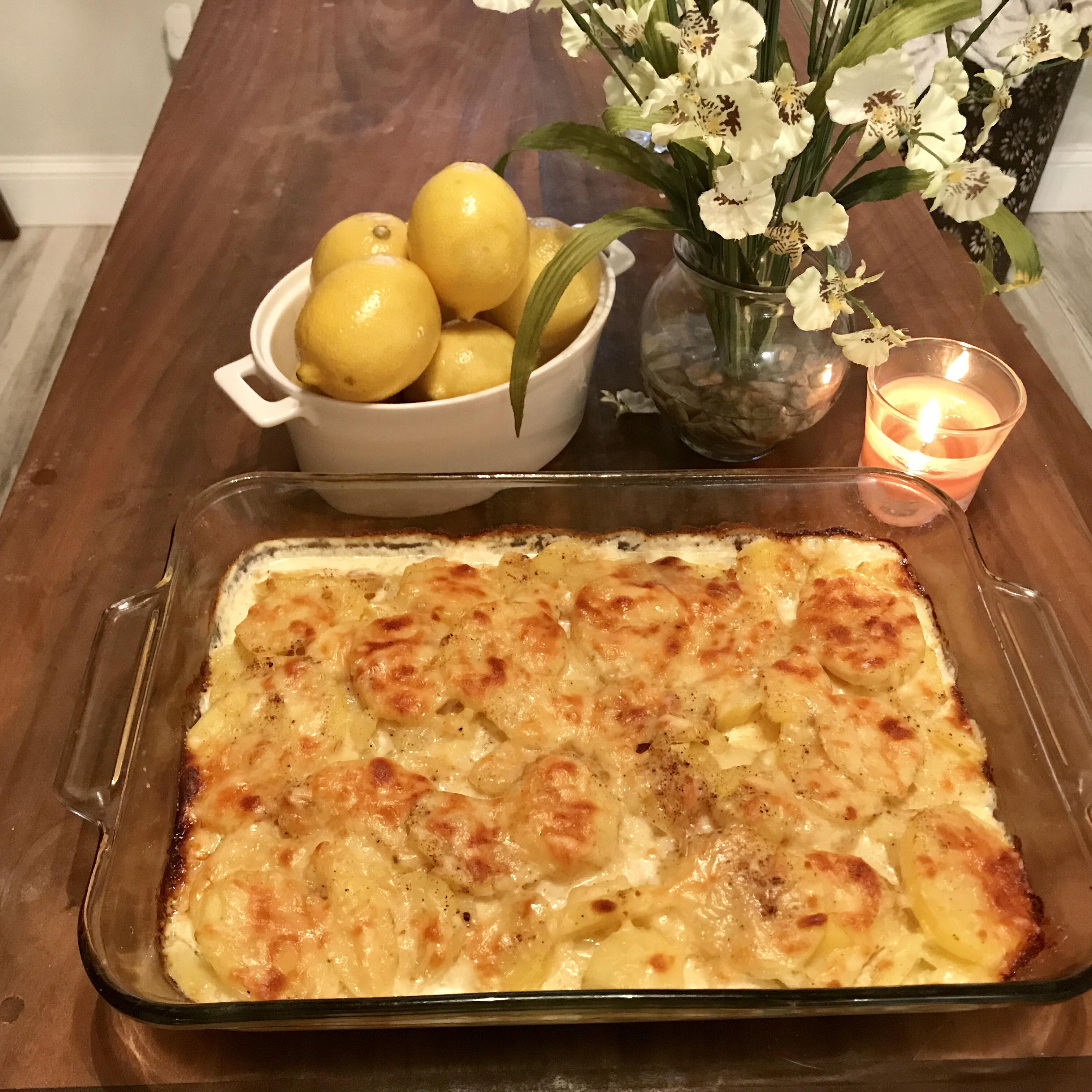 Rich and Creamy Potatoes Au Gratin