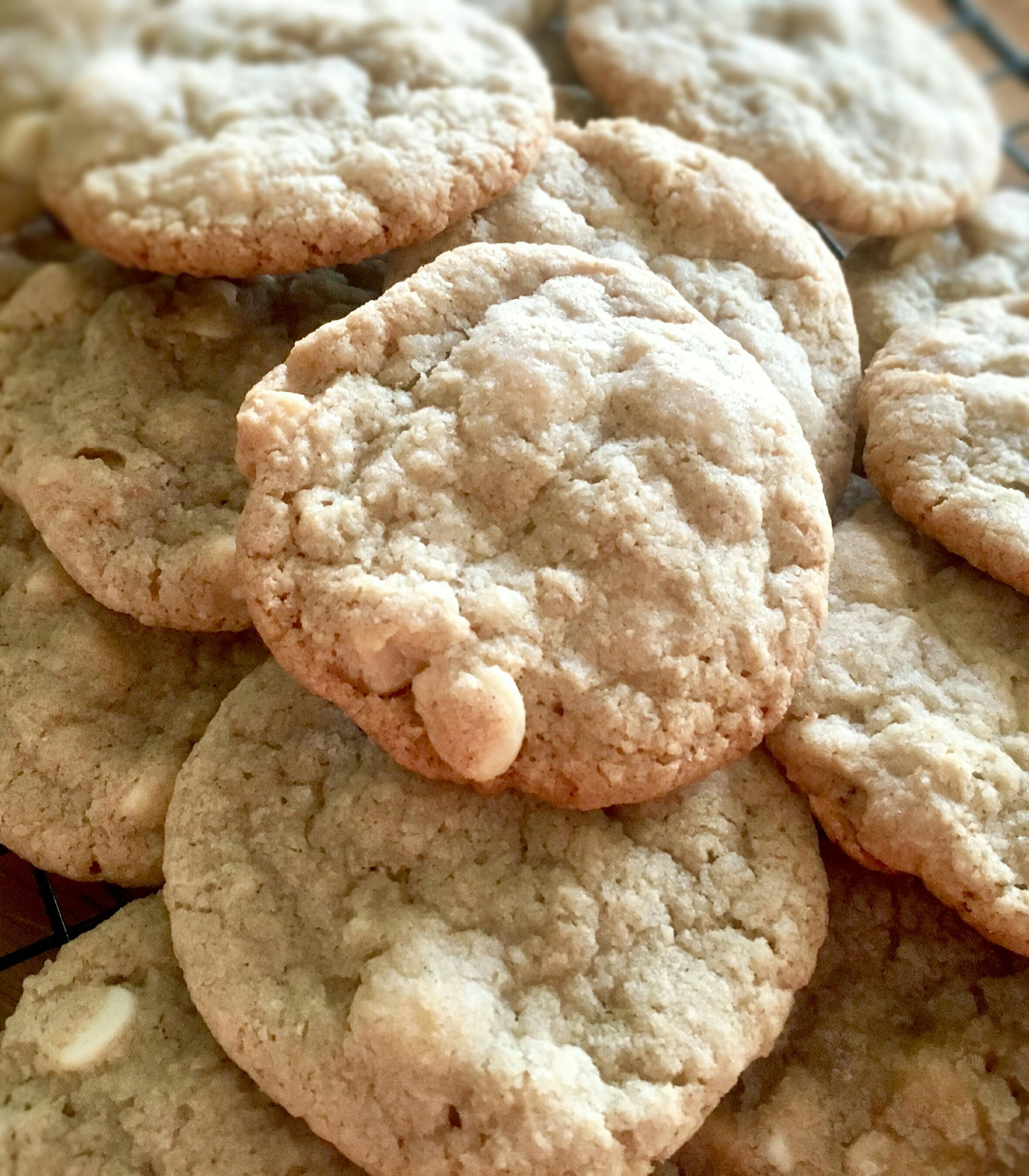 White Chocolate and Macadamia Nut Cookies Yoly
