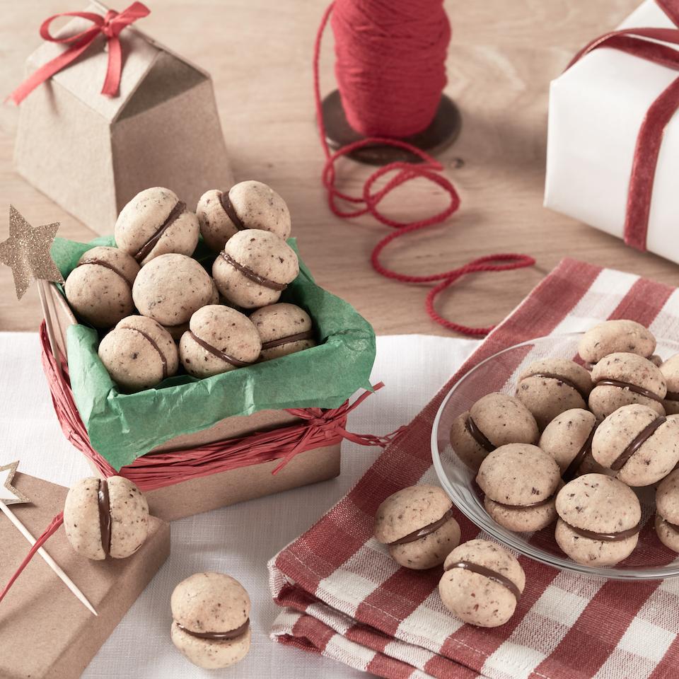 Italian Hazelnut Cookies with Nutella® hazelnut spread