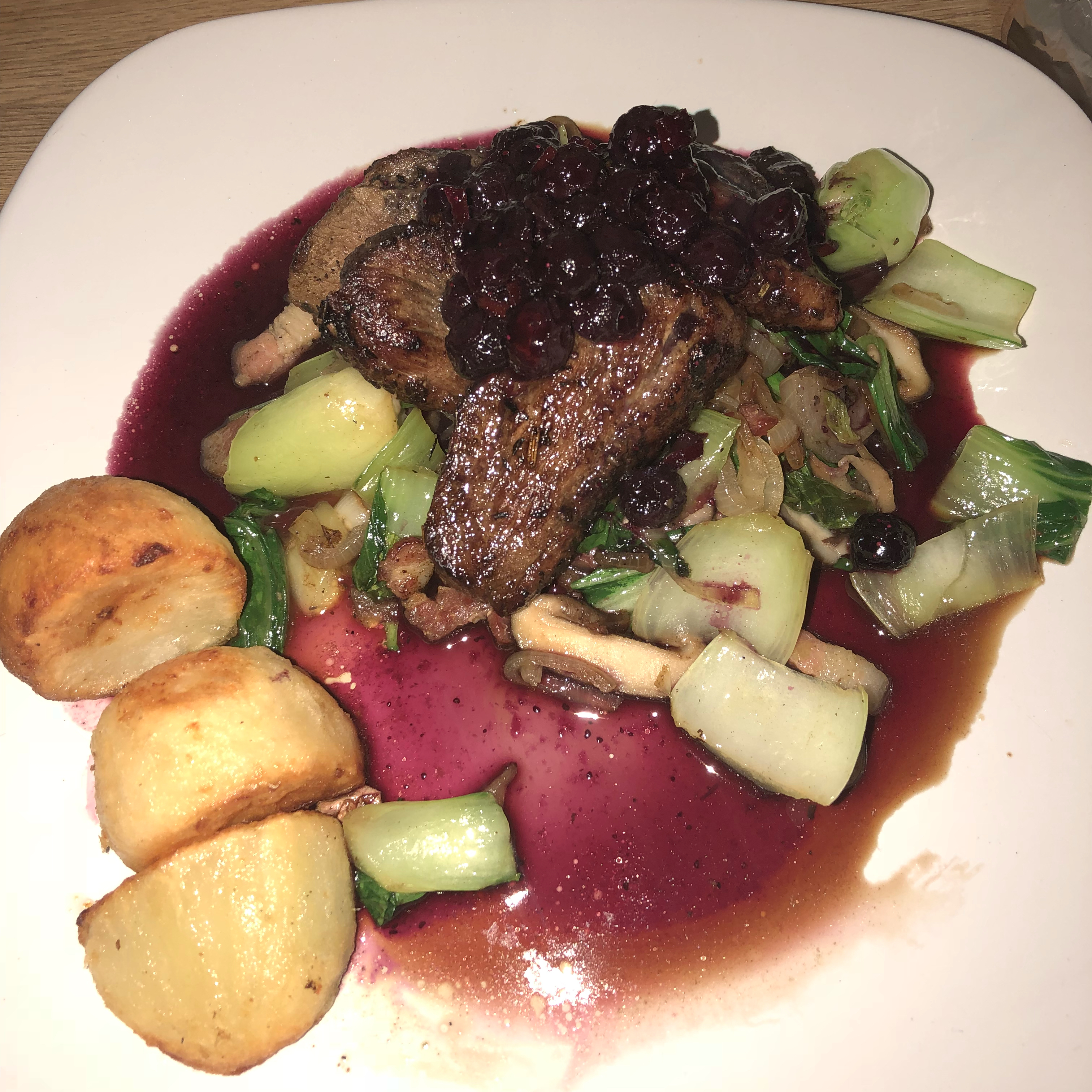Pan-Seared Duck Breast with Blueberry Sauce noijanr
