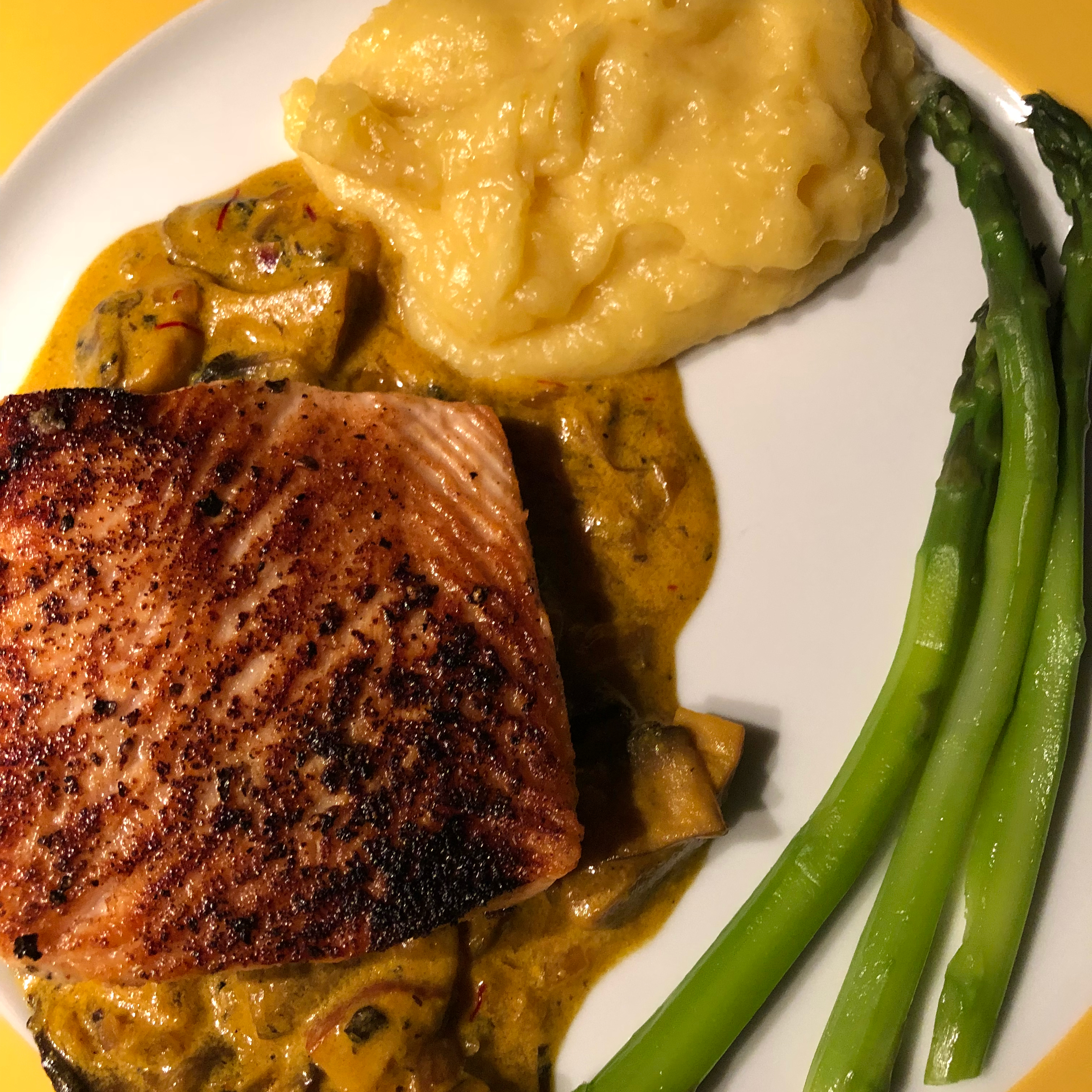 Seared Salmon with Indian-Inspired Cream Sauce alejandra