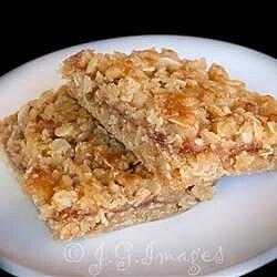raspberry oat bars recipe