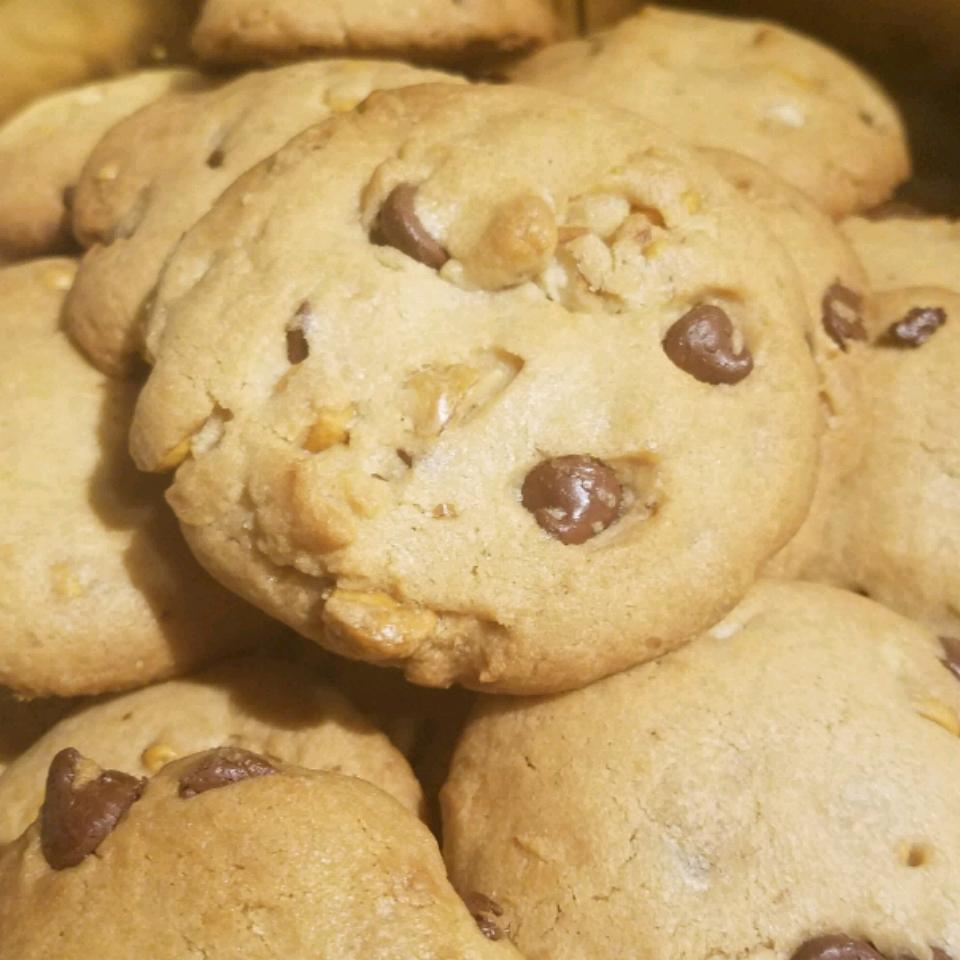 Chewy Jumbo Chocolate Chip Cookies Nikki Mose