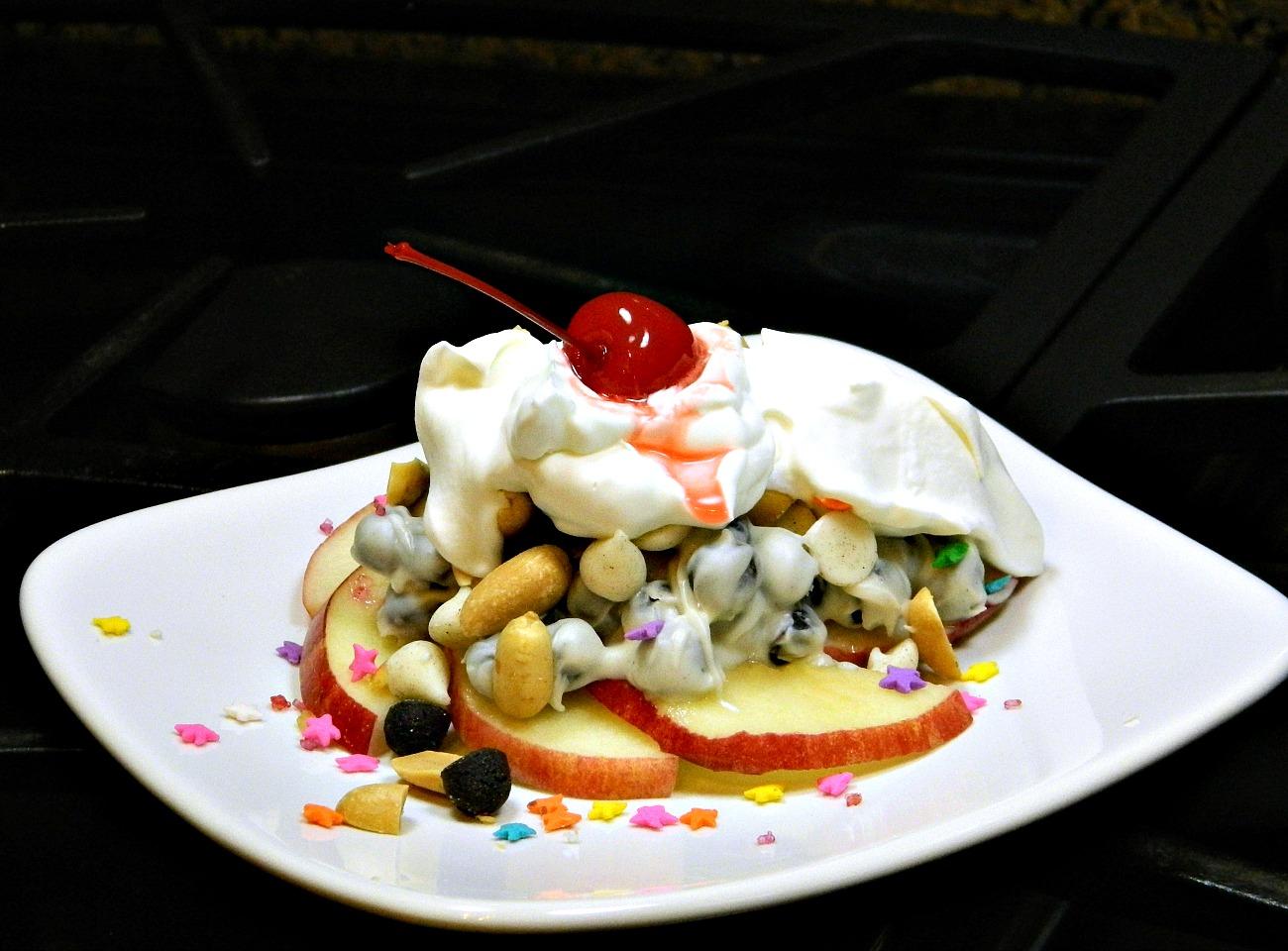 HERSHEY'S Dessert Nachos 3 Ways: Apple Variation Marianne