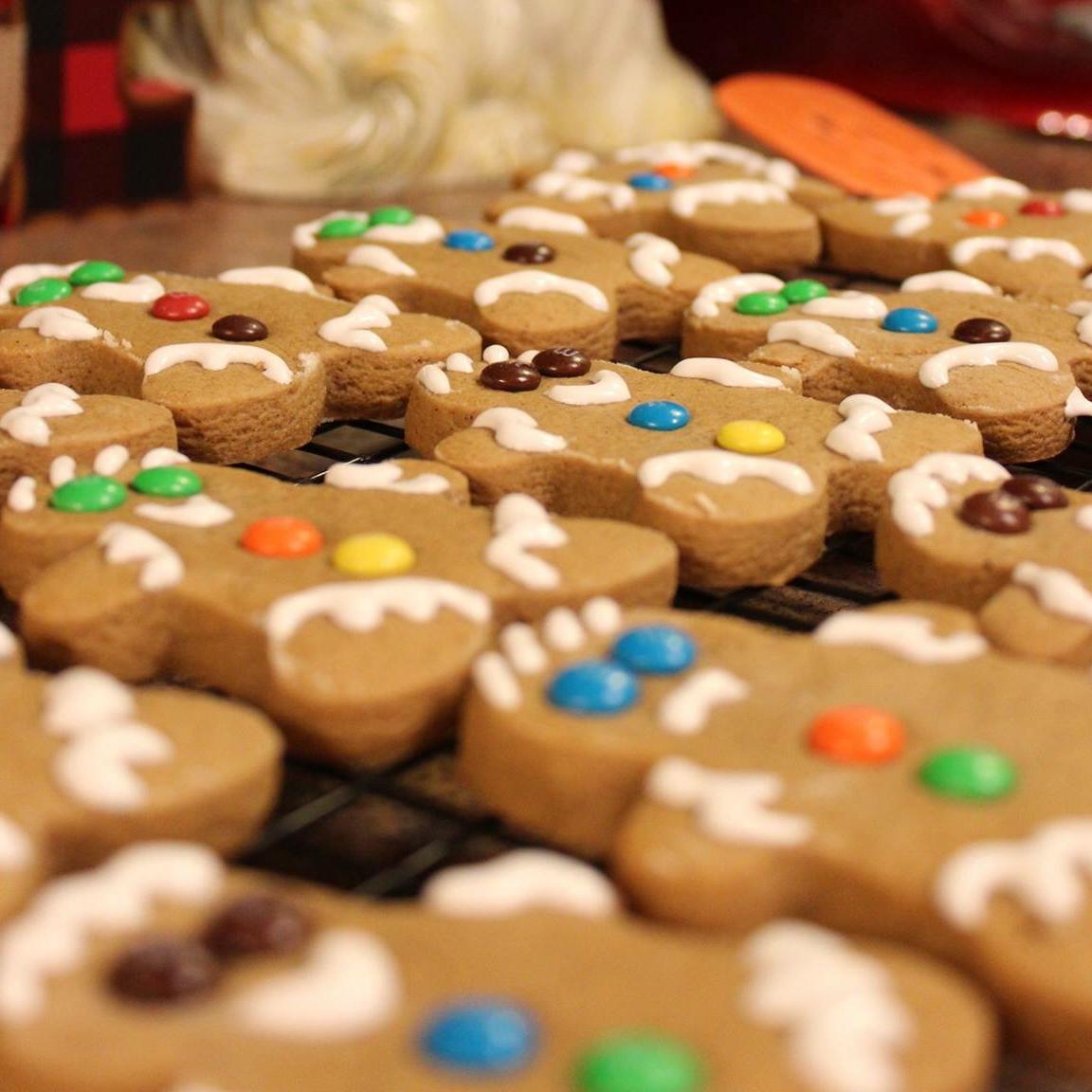 Gingerbread Men Cookies Skeetie