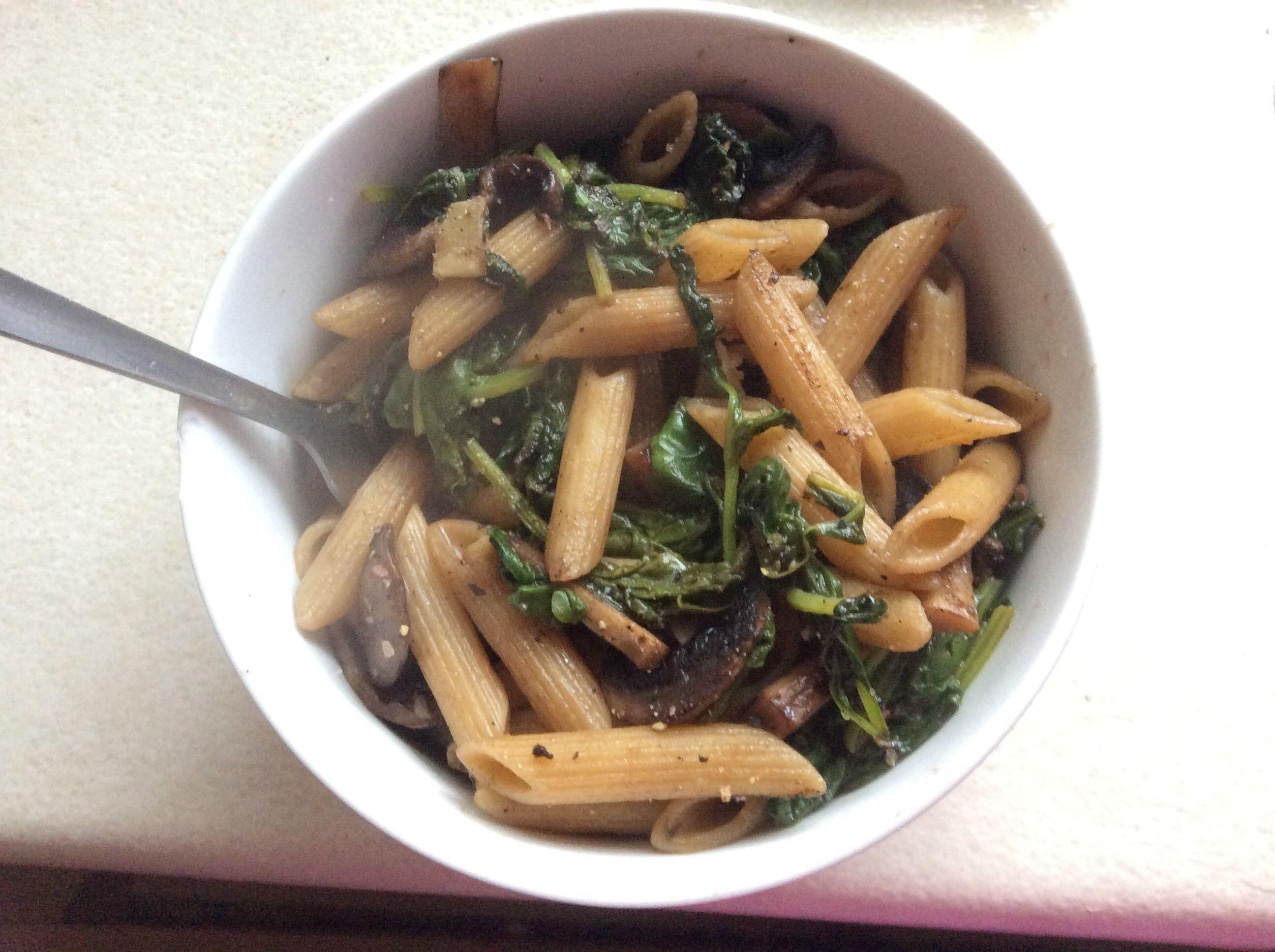 Vegan Pasta with Spinach, Mushrooms, and Garlic
