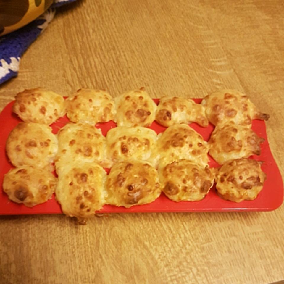 Brazilian Cheese Puffs (Pao de Queijo) Ikuni Momantai