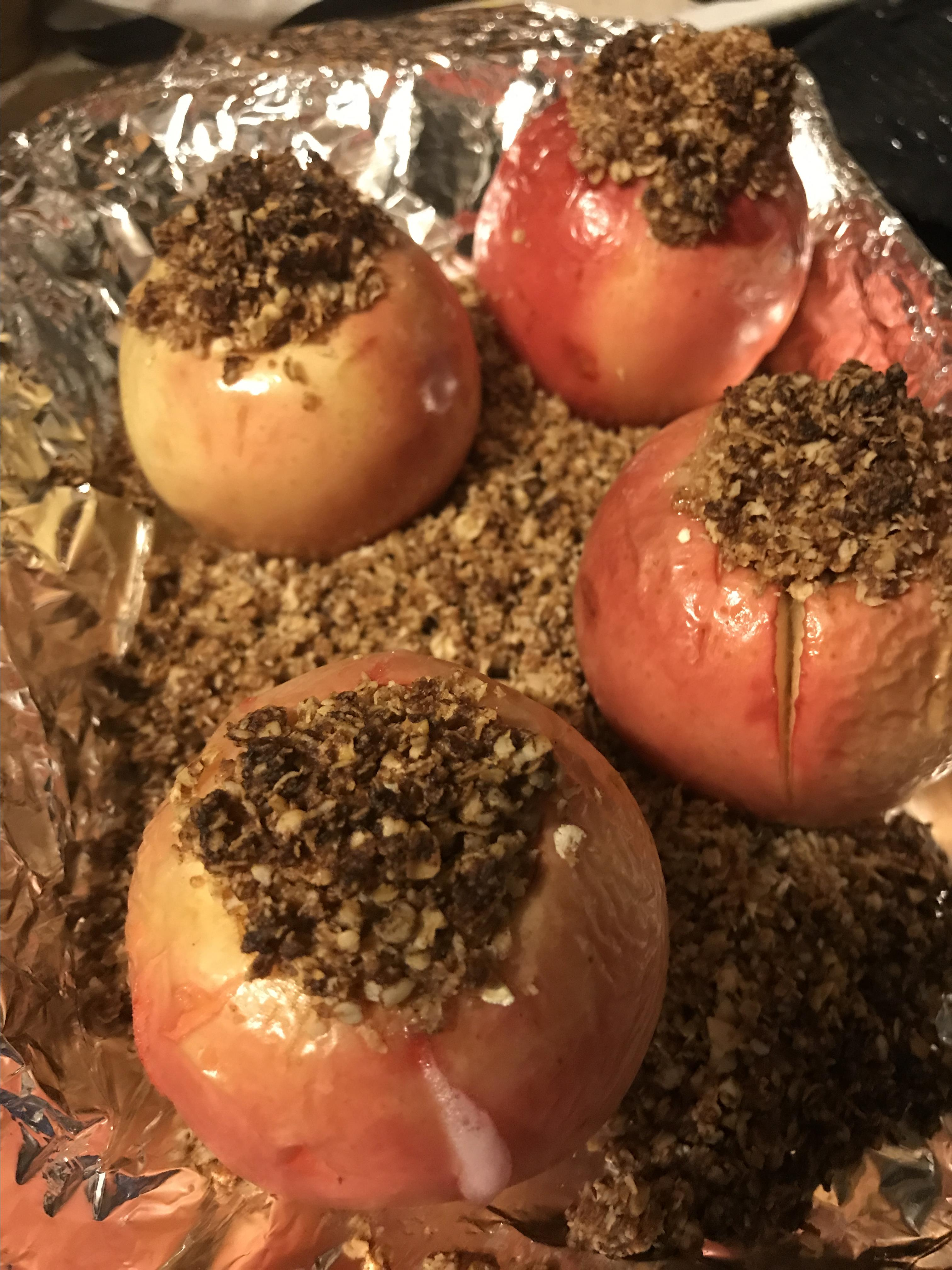 Baked Apples with Oatmeal Filling lov4life5