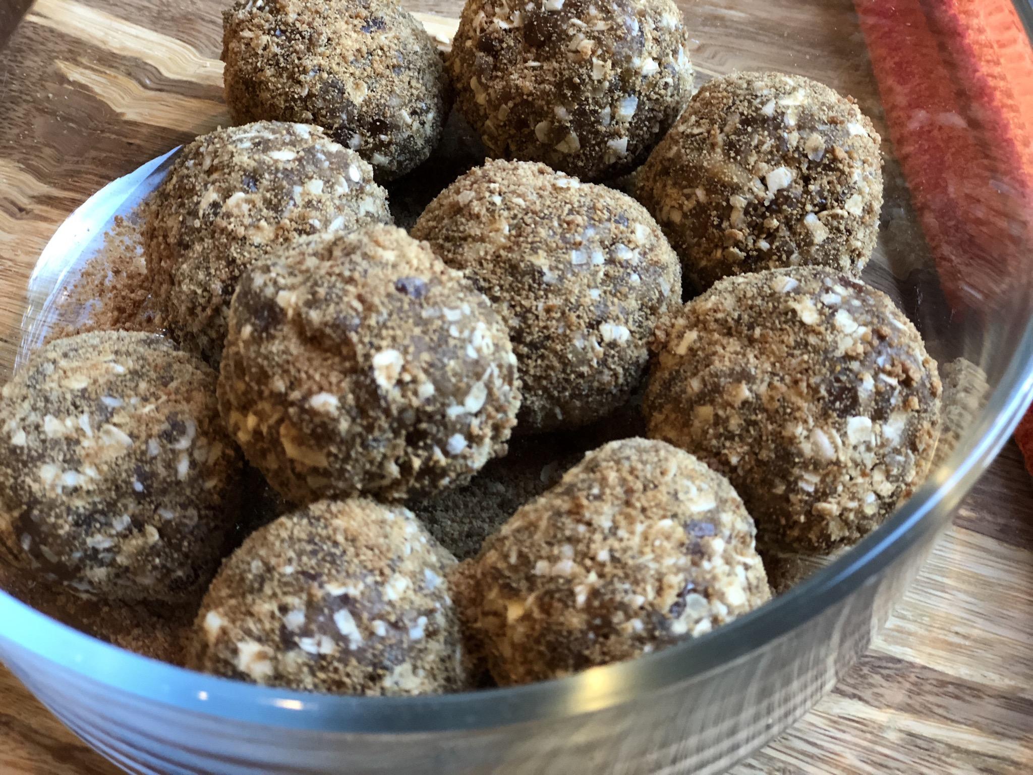 Raw Vegan Gingerbread Balls