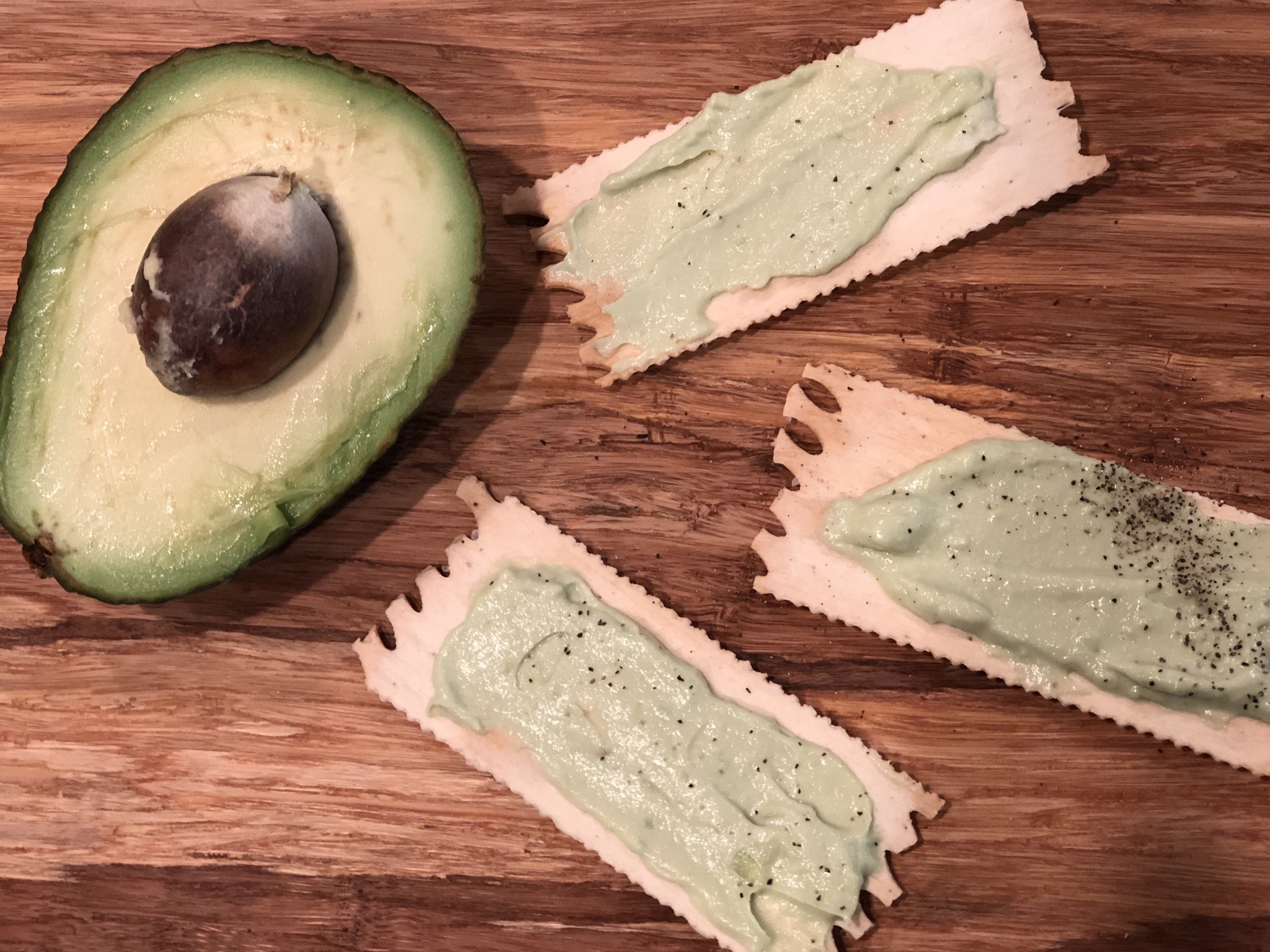 Garlic and Avocado Vegan Cream Cheese Spread