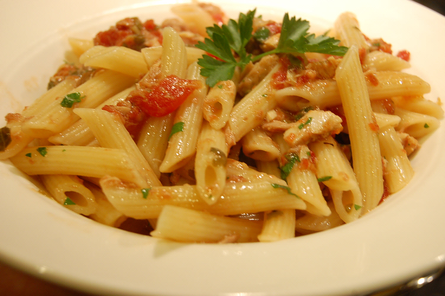 Easy Pasta with Tuna and Tomato Sauce