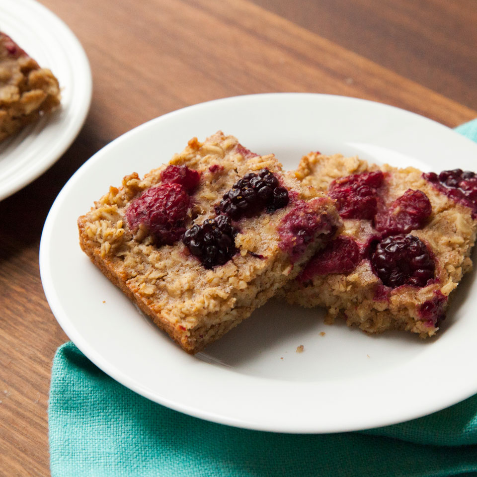 Overnight Oatmeal Bars with Mixed Berries