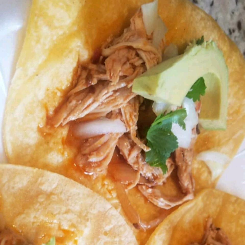 Slow Cooker Chicken Tinga Tacos Mazola