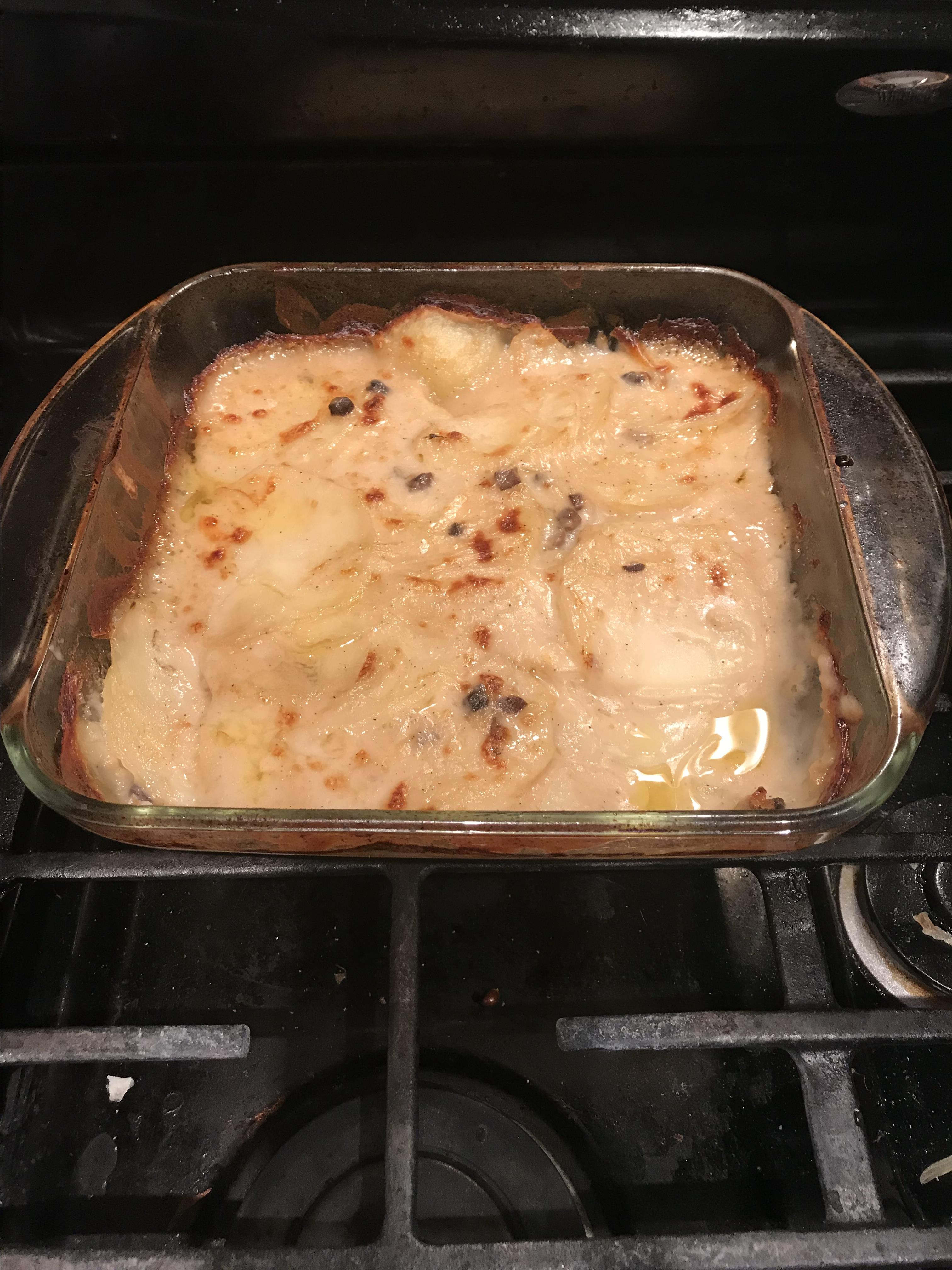 Mom's Red Scalloped Potatoes jaquelynny
