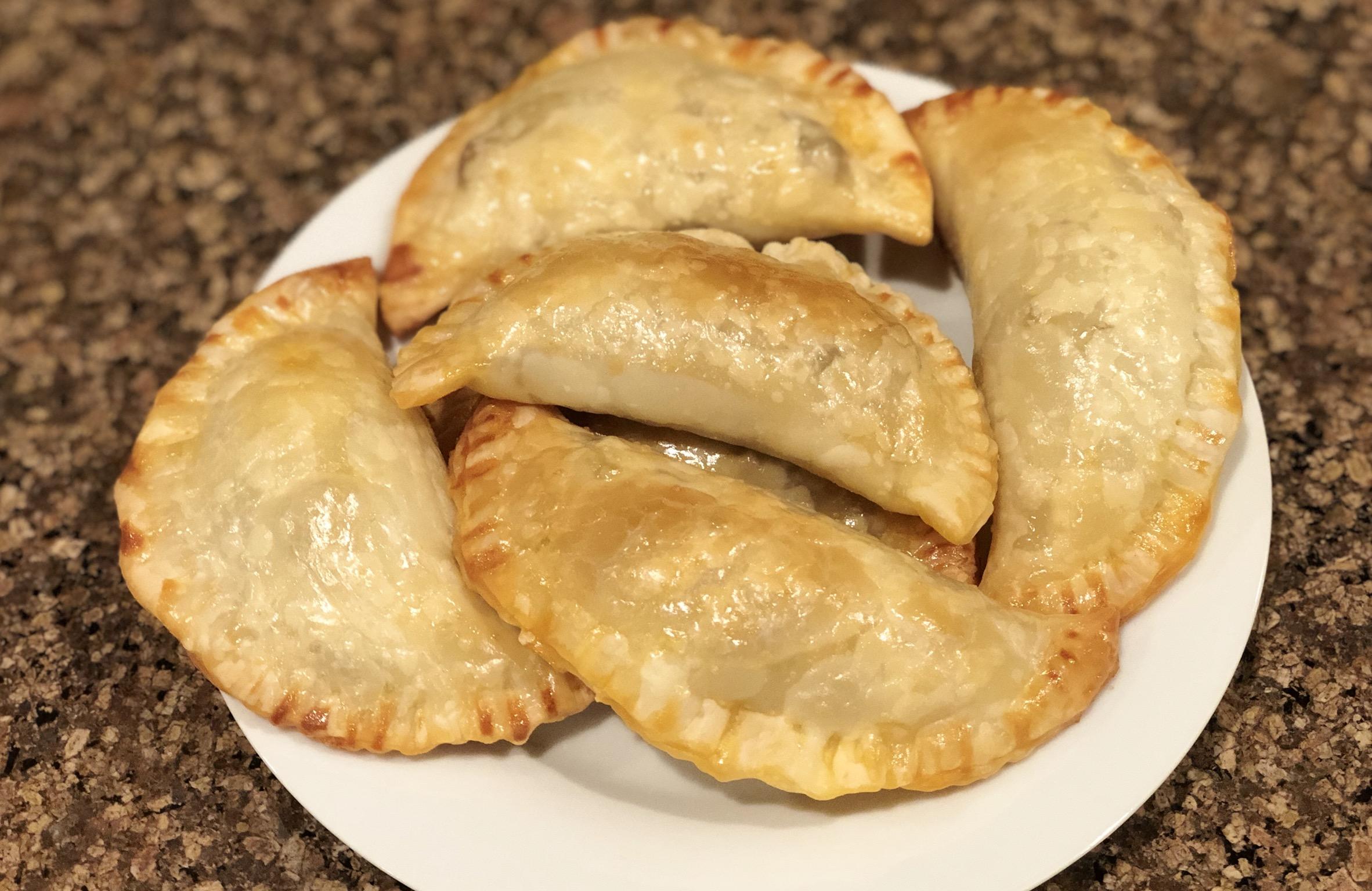 Empanadas de Pollo (Easy Chicken Empanadas) Fioa