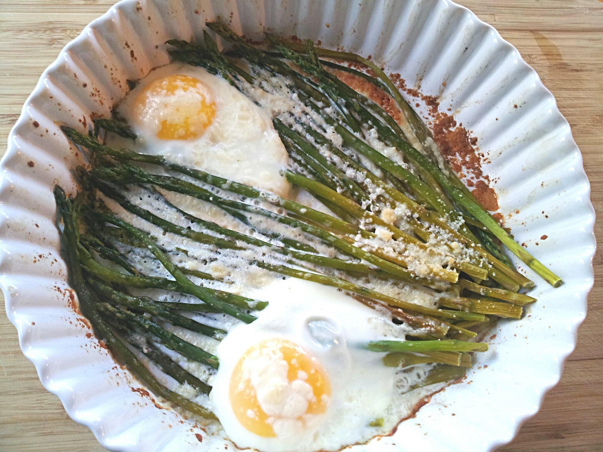 Baked Eggs and Asparagus
