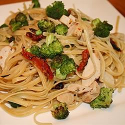 Linguine with Chicken and Vegetables in a Cream Sauce nmj100