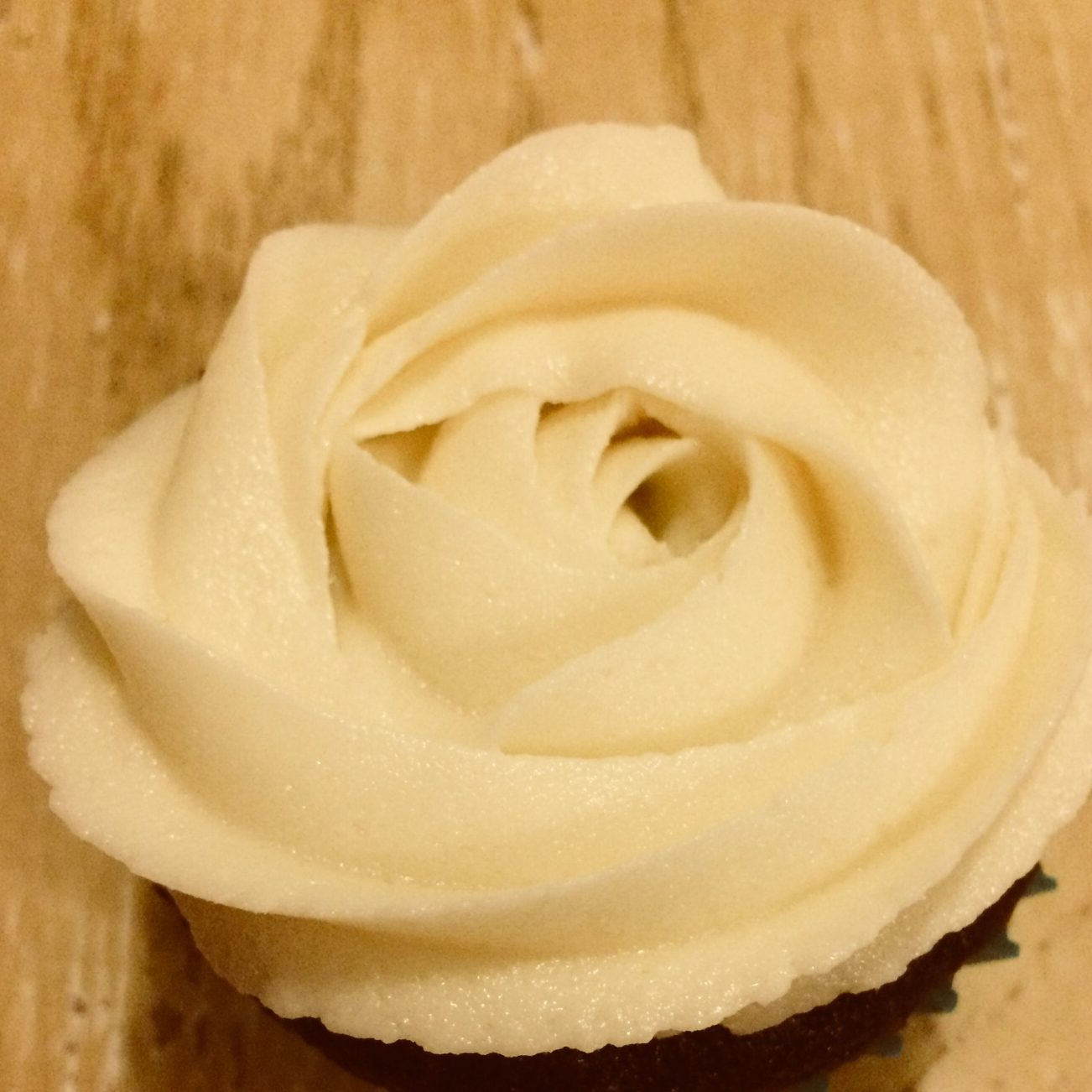 Vegan Chocolate Cupcakes with Vanilla Frosting Sheccid12