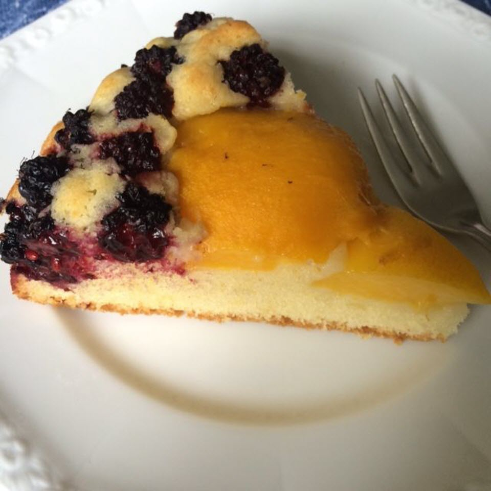 Fresh Nectarine Cake with Blackberries Lena