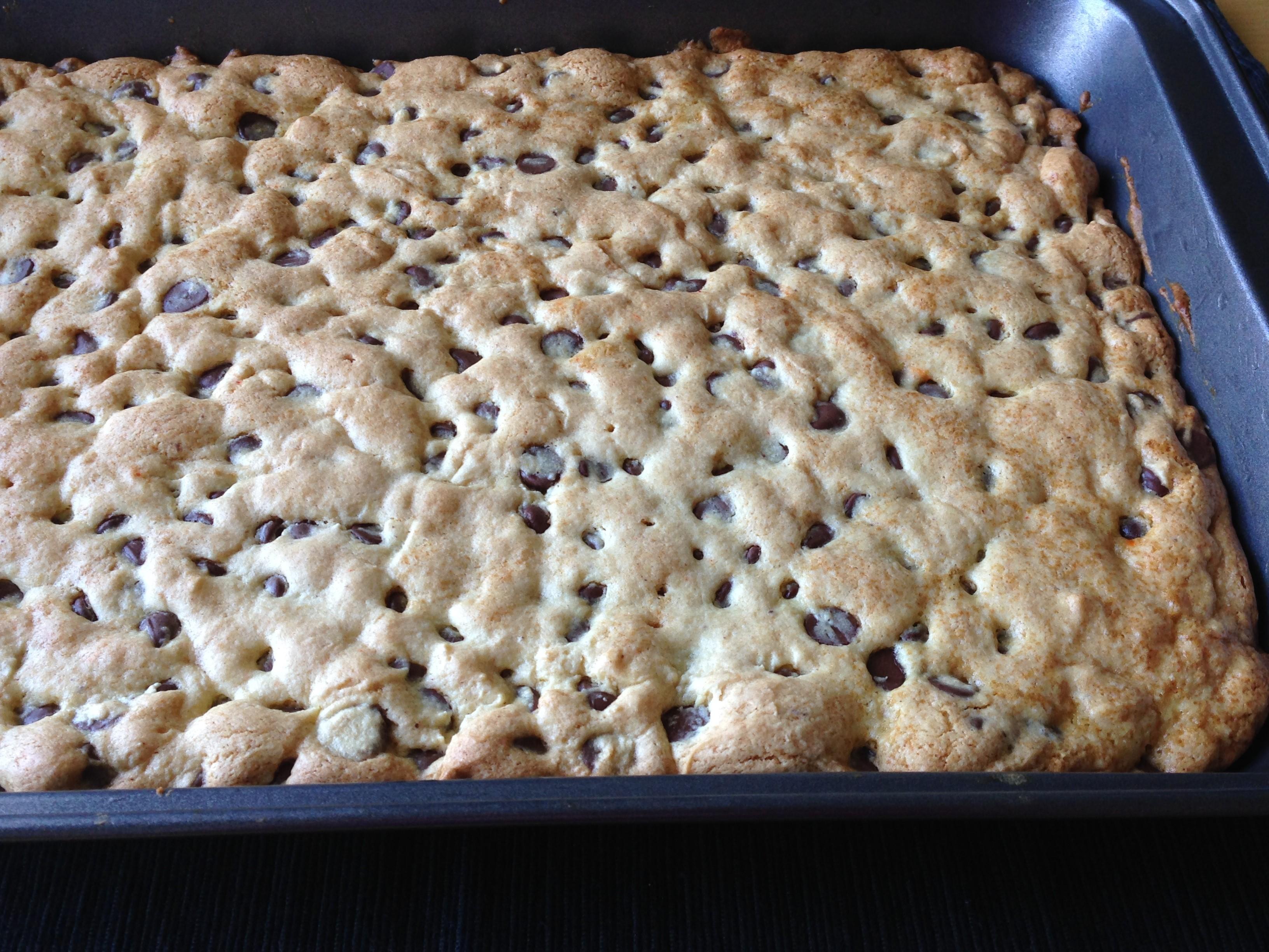 Quick Chocolate Chip Cookie Cake virgi