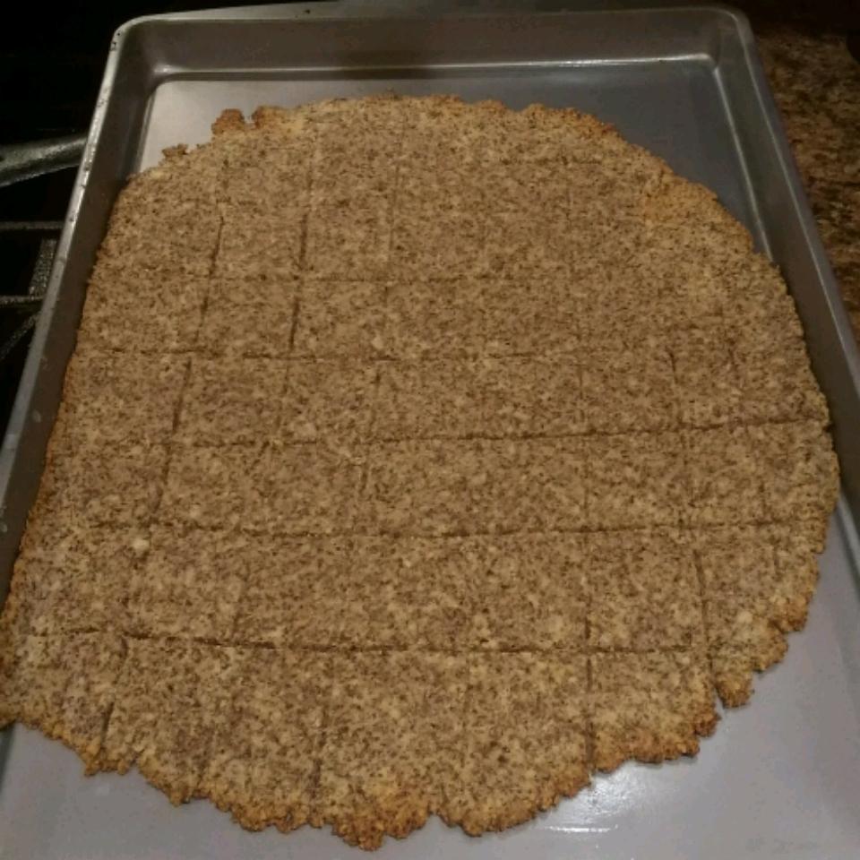 Low-Carb Almond Garlic Crackers Stephanie Bondurant