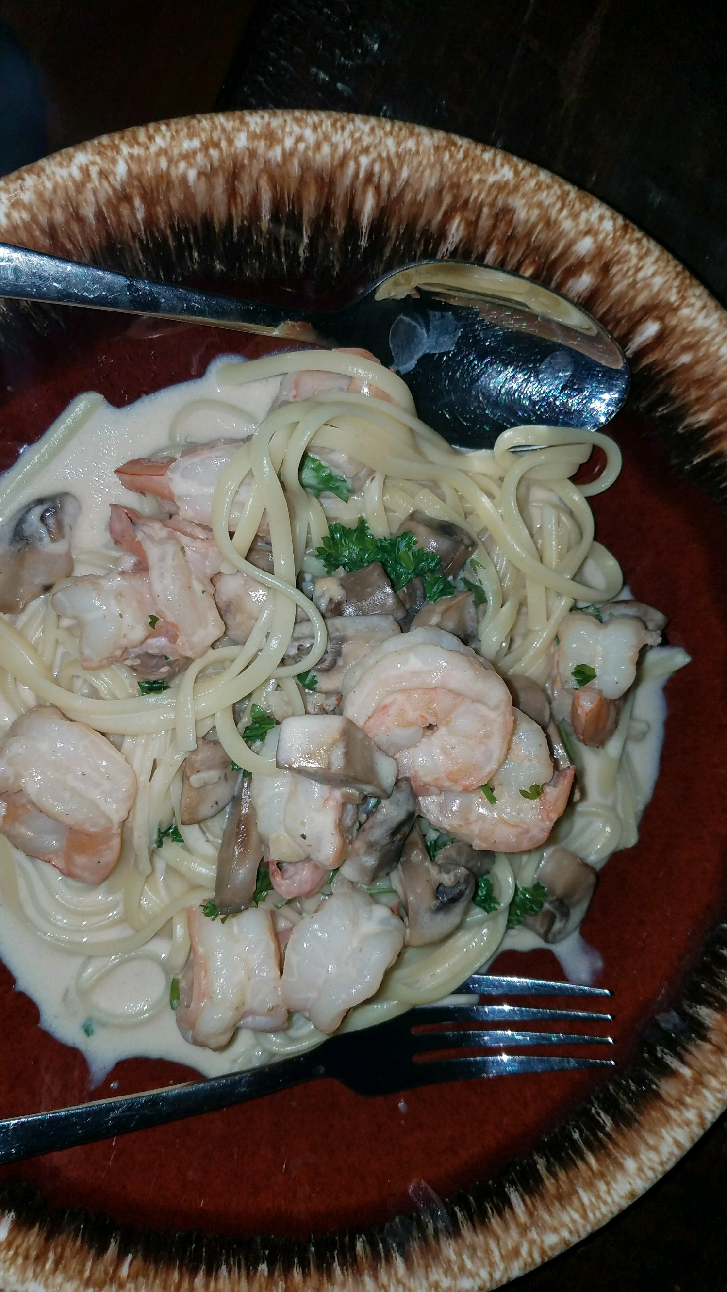 Shrimp and Mushroom Linguini with Creamy Cheese Herb Sauce PS1318