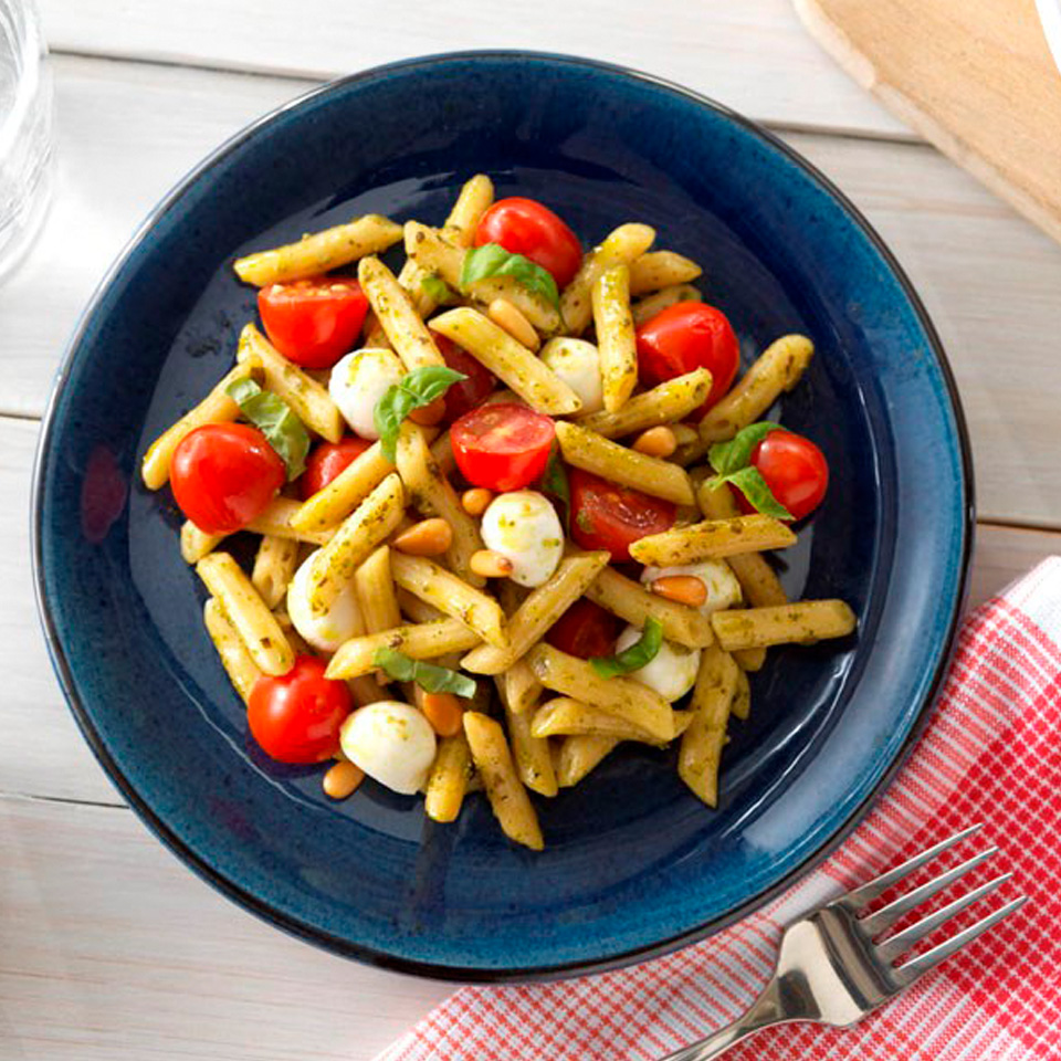 Quick Penne Pesto with Tomatoes