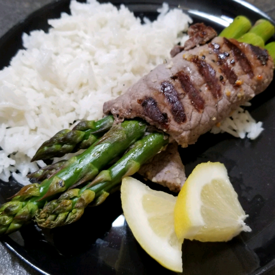 Grilled Asparagus Steak Bundles