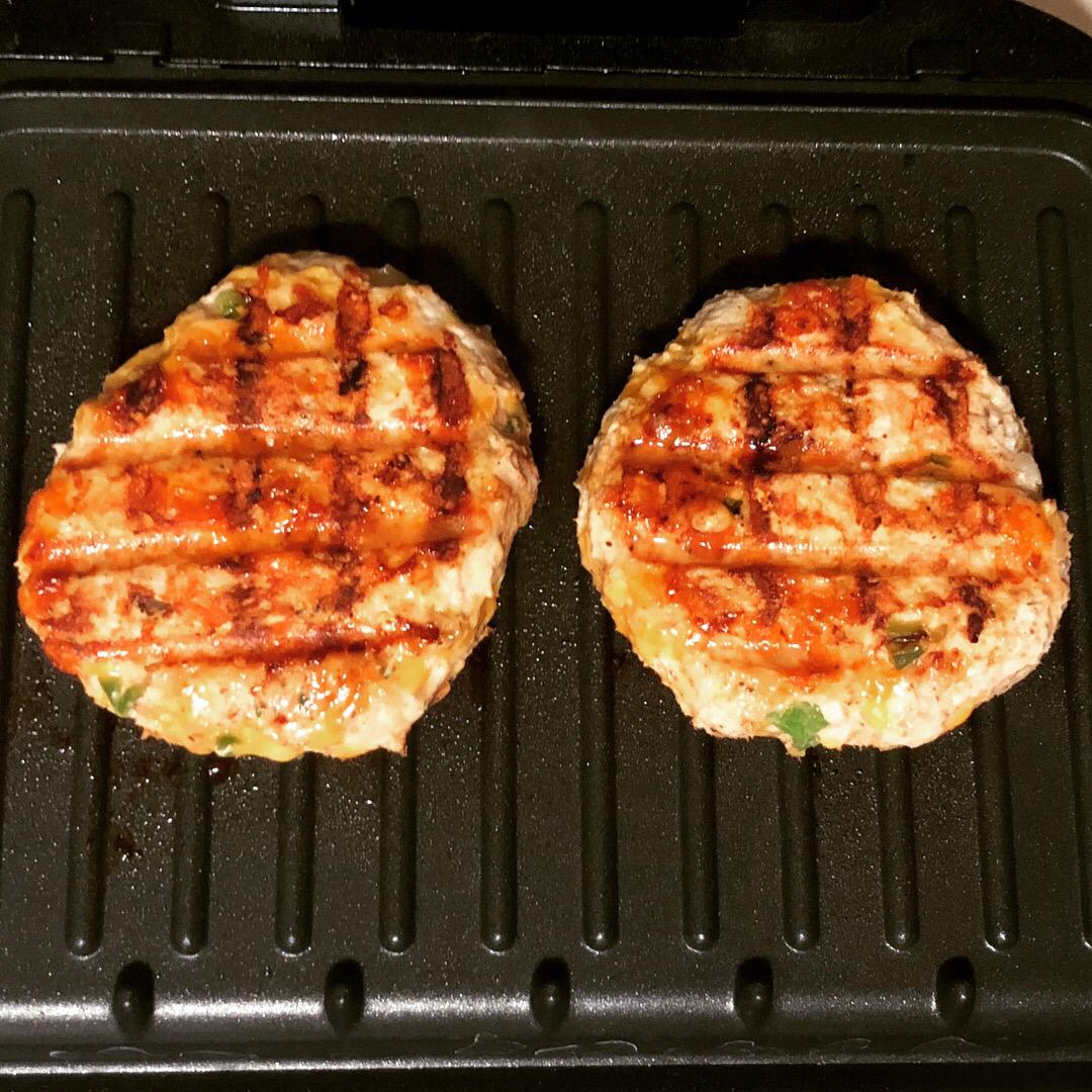 Chicken Cheddar and Guacamole Burgers Marisa