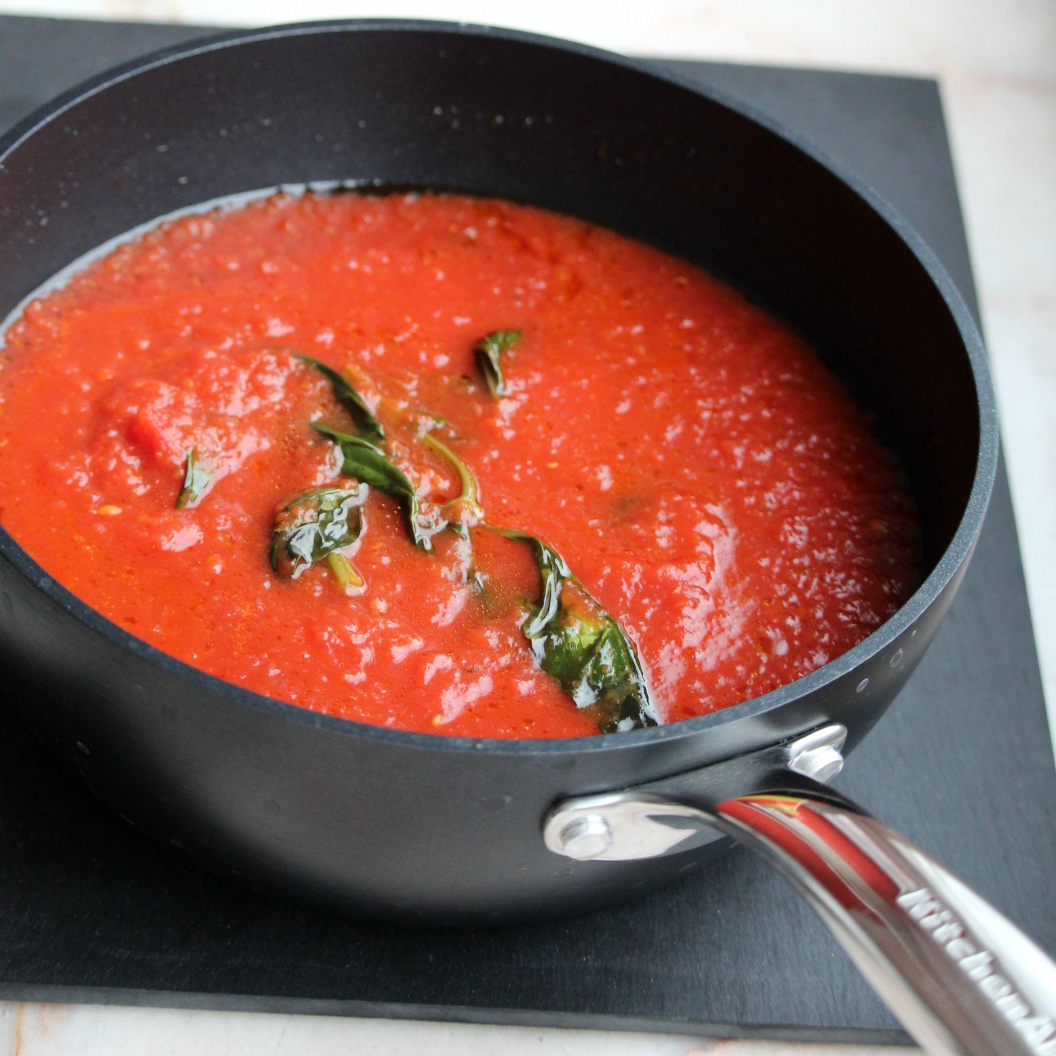 Sugo di Pomodoro (Authentic Italian Tomato Sauce)