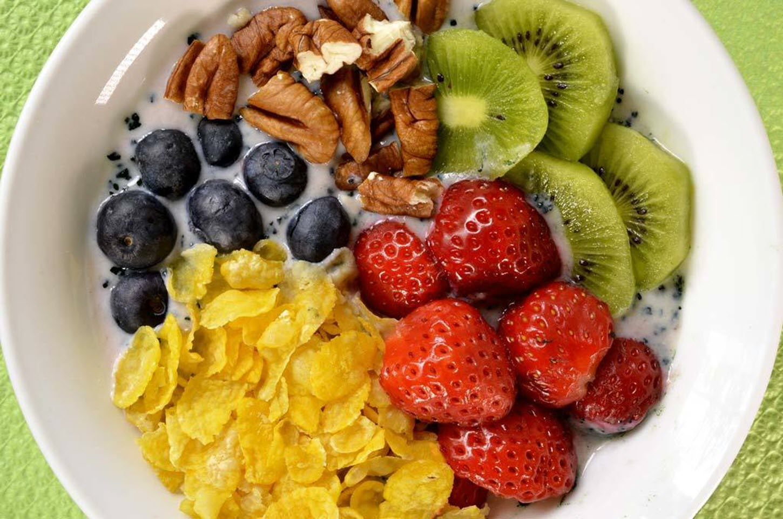 Quick Vegan Breakfast Bowl with Fruit