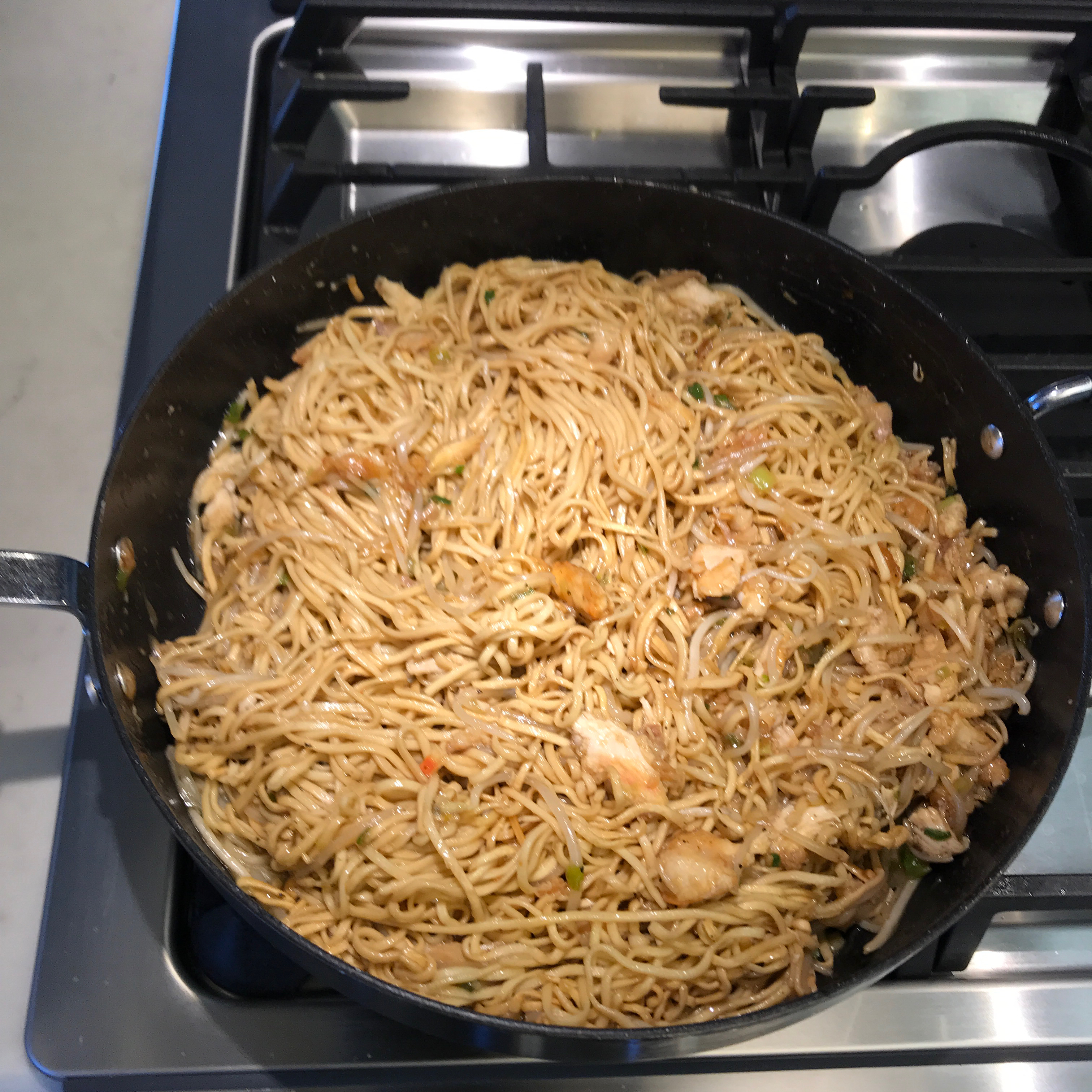 Hong Kong-Style Chicken Chow Mein