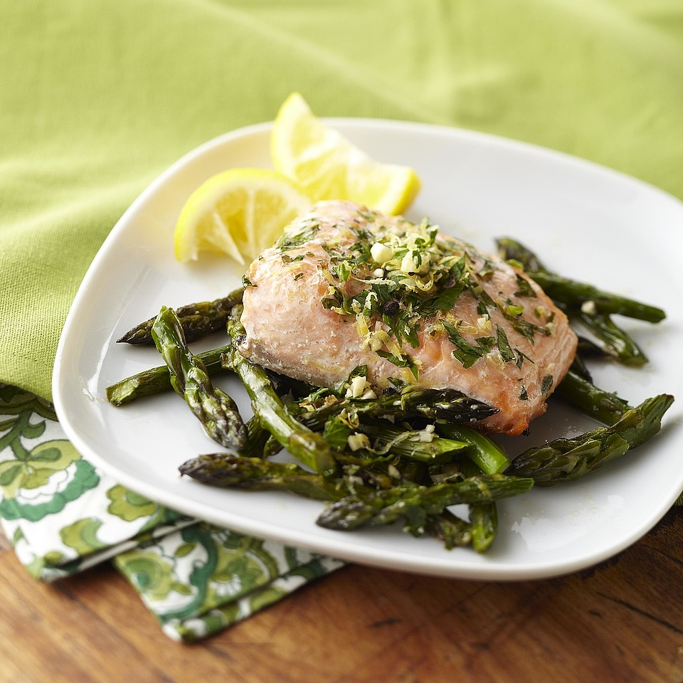 15-Minute Sizzling Salmon & Asparagus Trusted Brands